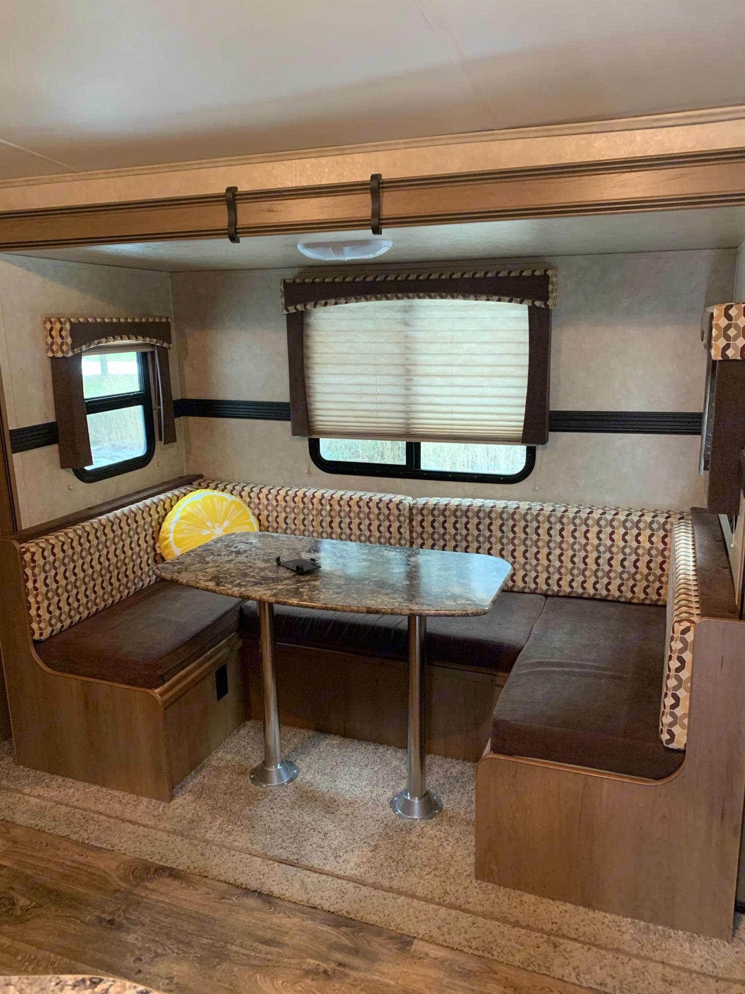 Cruiser Rv Corp Shadow Cruiser 2015