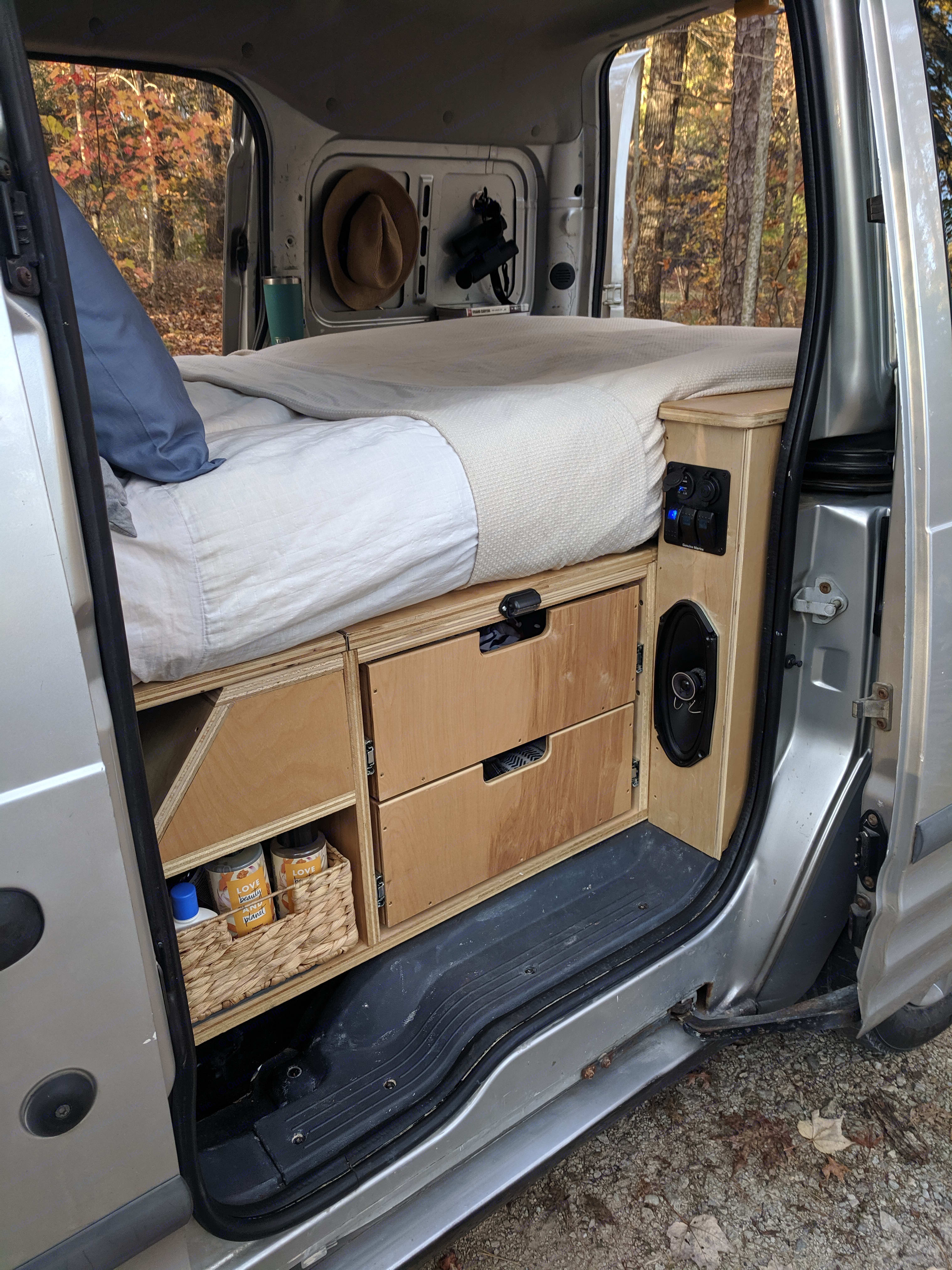 Storage and narrow queen sized bed. Ford Transit Connect 2010