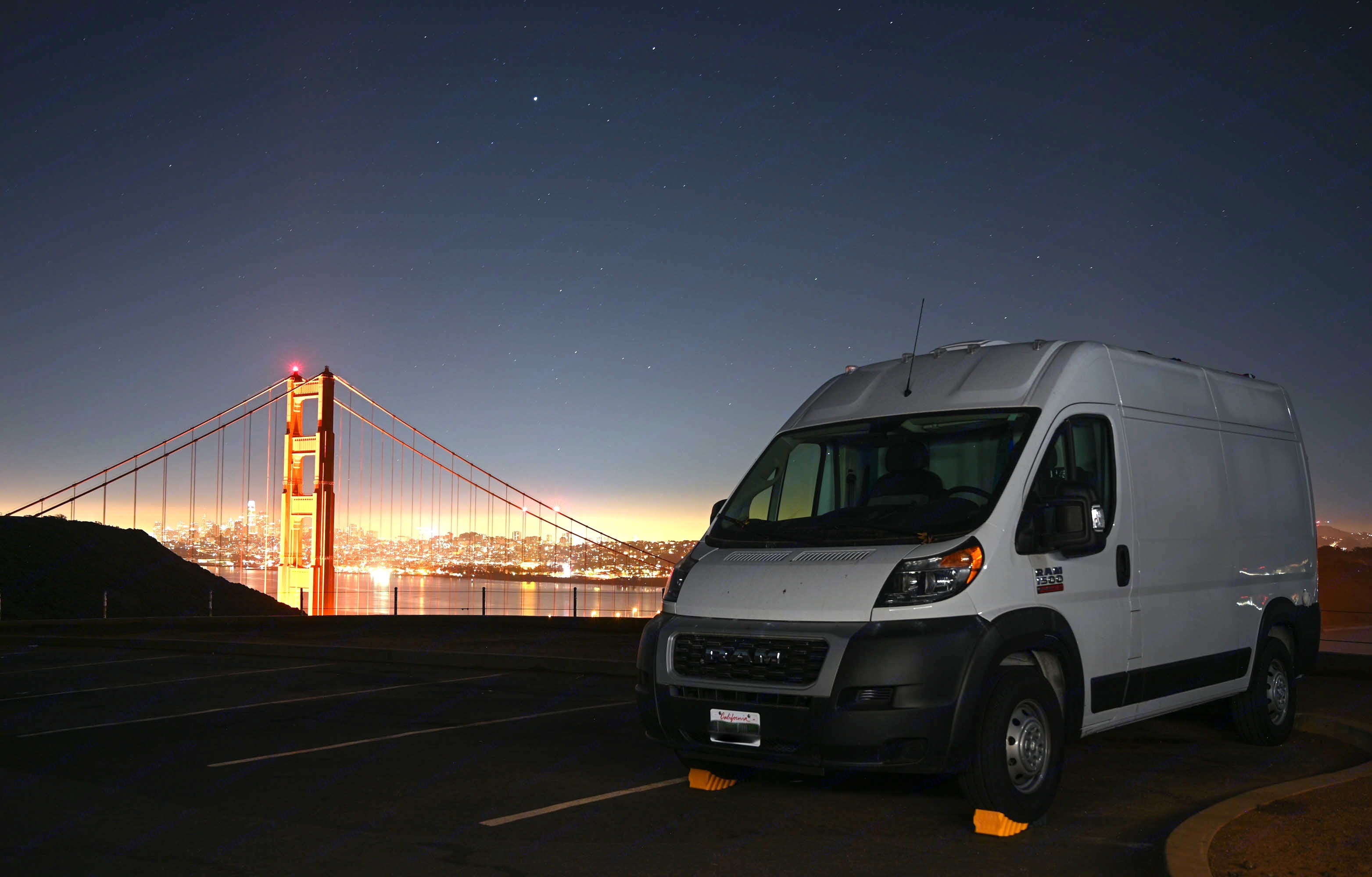 Sweet night in Golden Gate Bridge.. Dodge Camper 2020