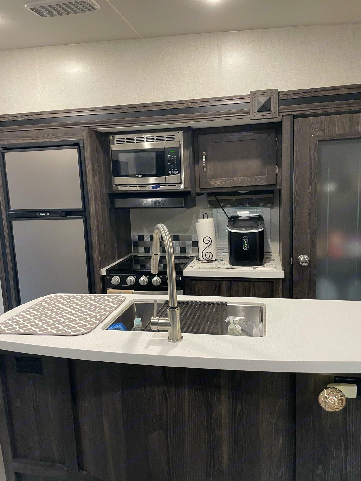Cooking Area. Open Range Light LF335MBH 2020