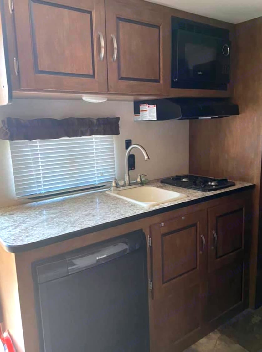 Everything you need in a kitchen.. Forest River Salem Cruise Lite 2017