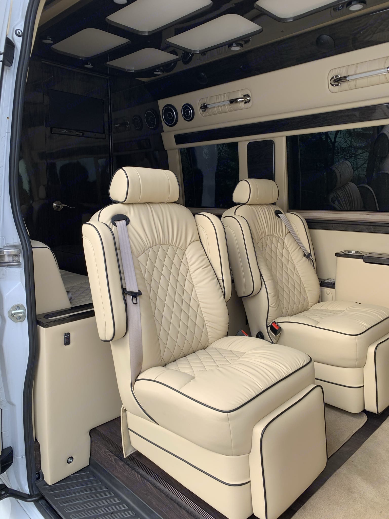 The wide sliding door on the side of the vehicle and the lay-flat swinging doors at the rear make it easy to pack and embark on your next adventure.. Mercedes-Benz Sprinter 2018