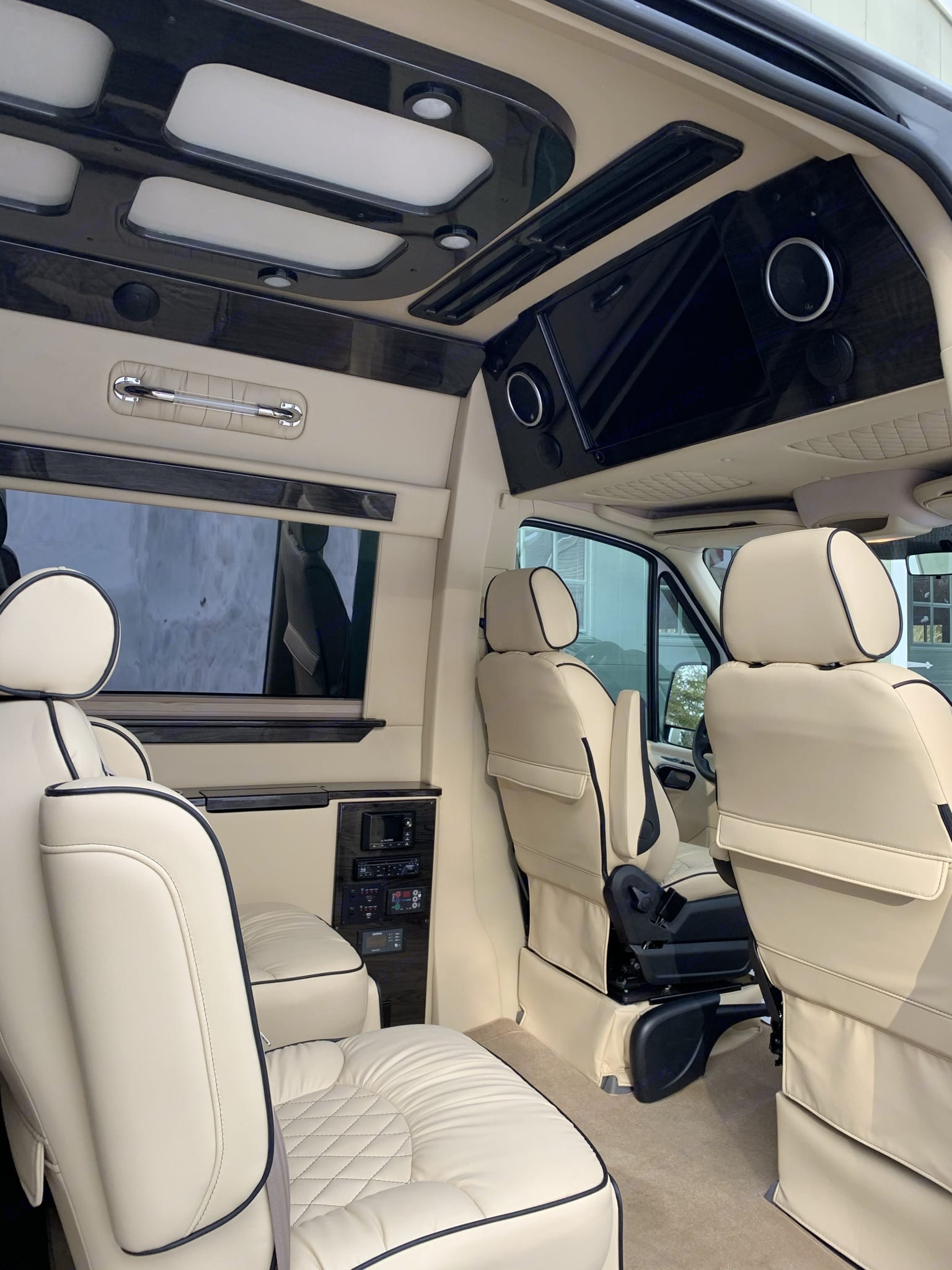 The captain's chairs swivel to facilitate conversation with the driver on family road trips or to create club seating with the chairs behind.. Mercedes-Benz Sprinter 2018