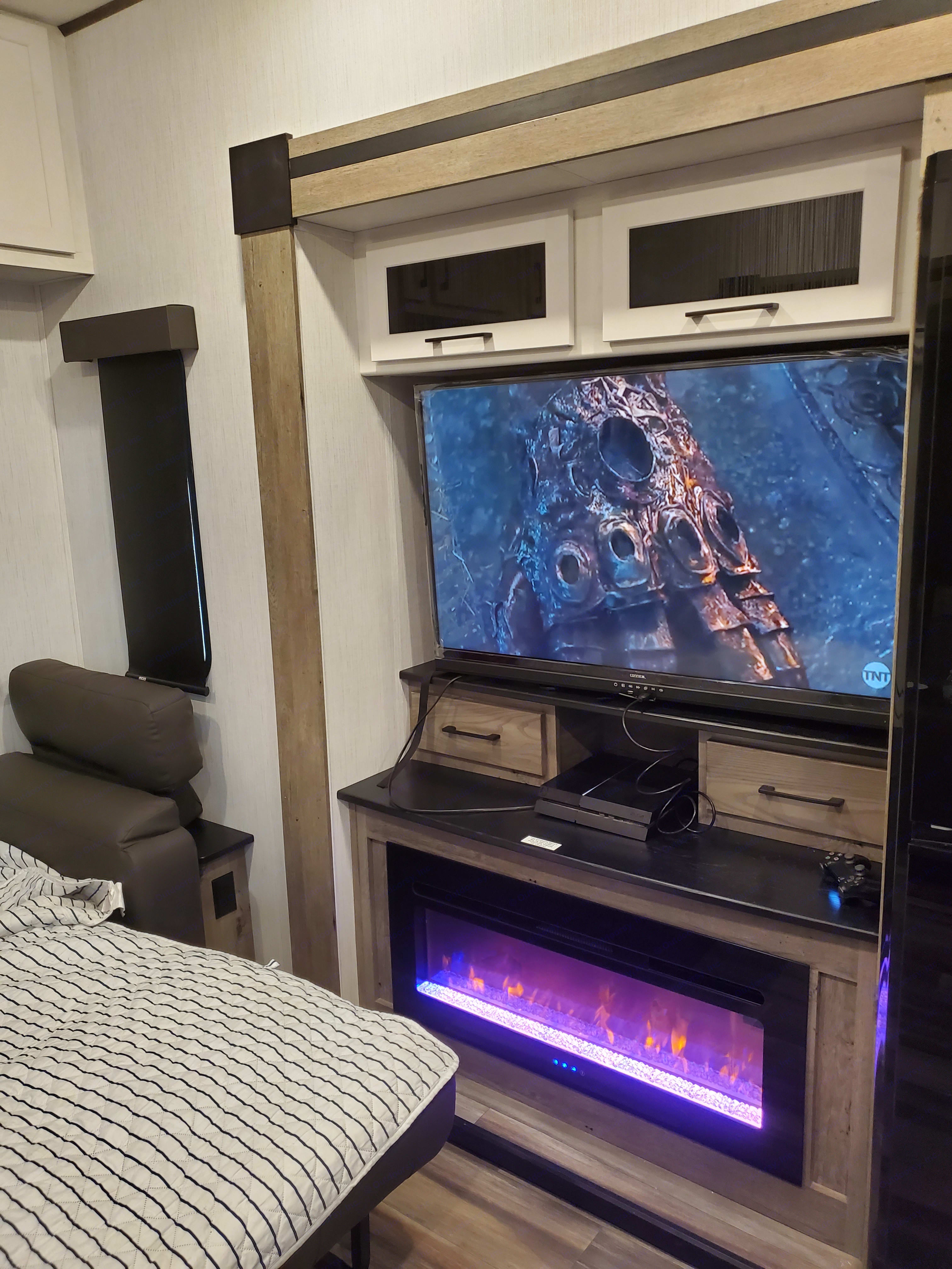Nice tv in spacious living area . Heartland Milestone 377MB 2021