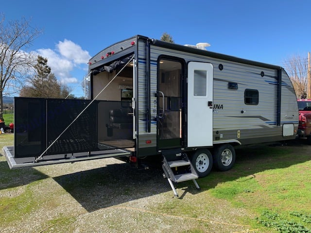 Toy Hauler with large deck. Coachmen Catalina 2019