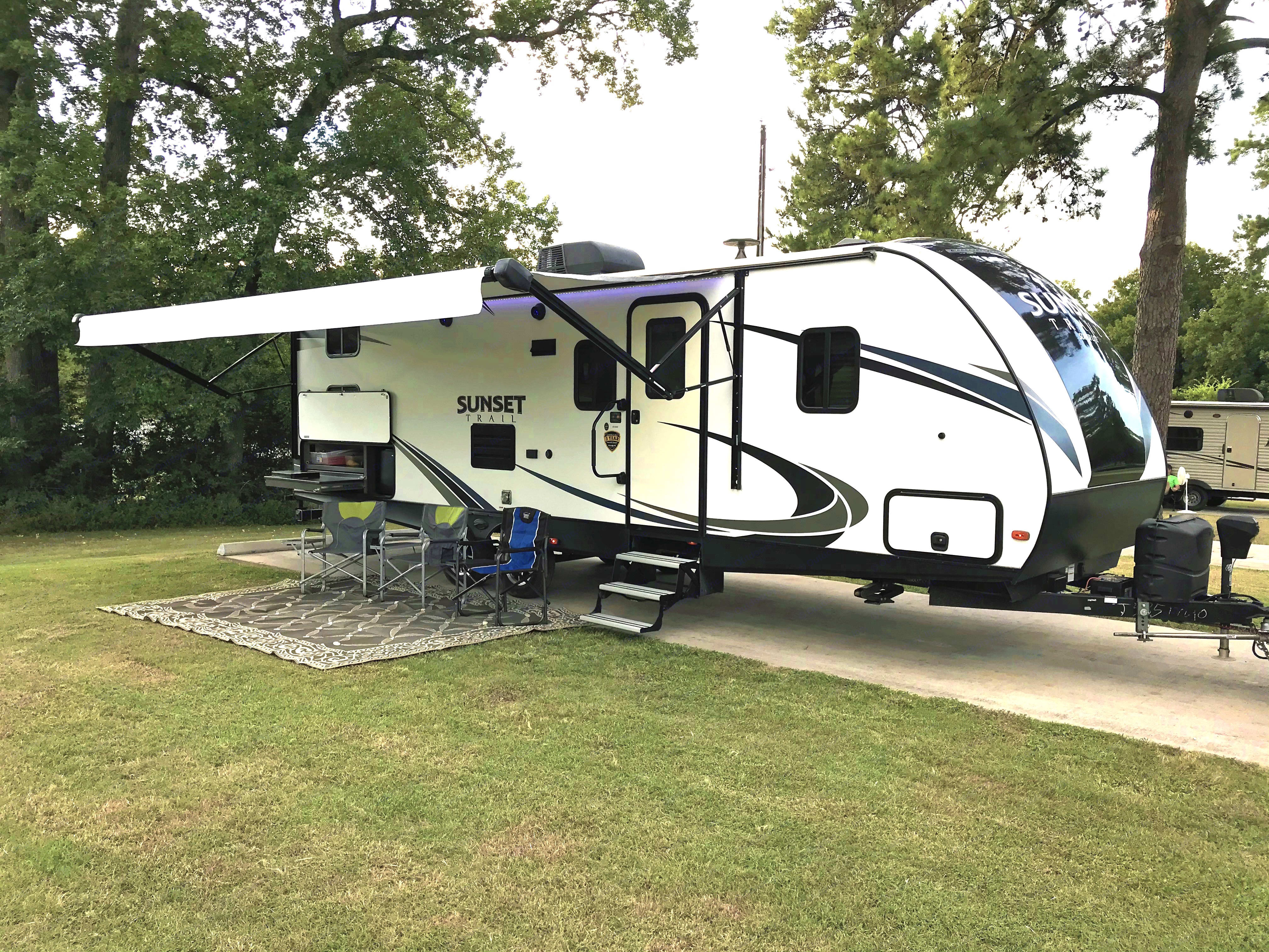 Easy to use outdoor kitchen. Crossroads Sunset Trail Super Lite 2018