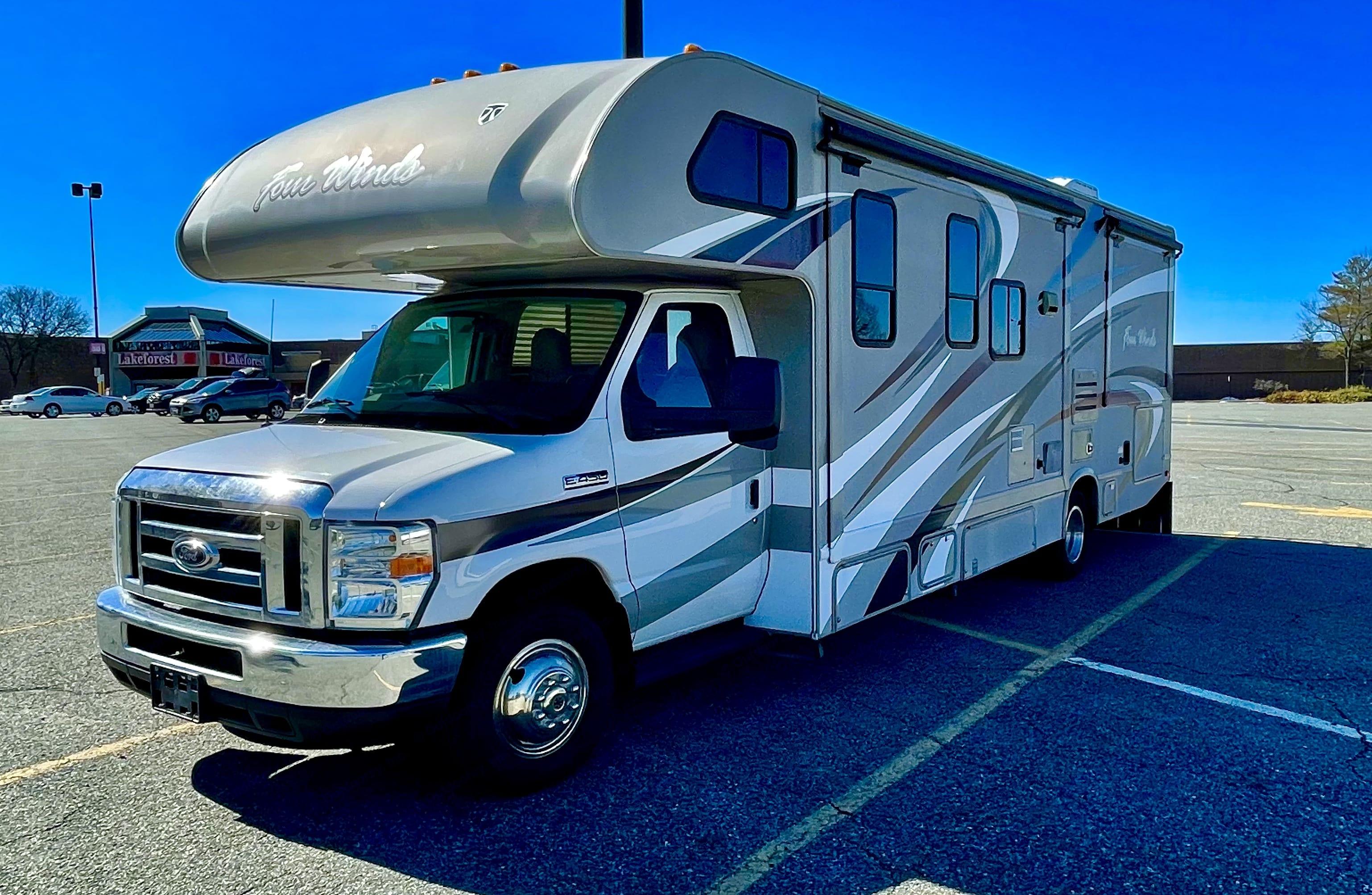 Thor Motor Coach Four Winds 2016