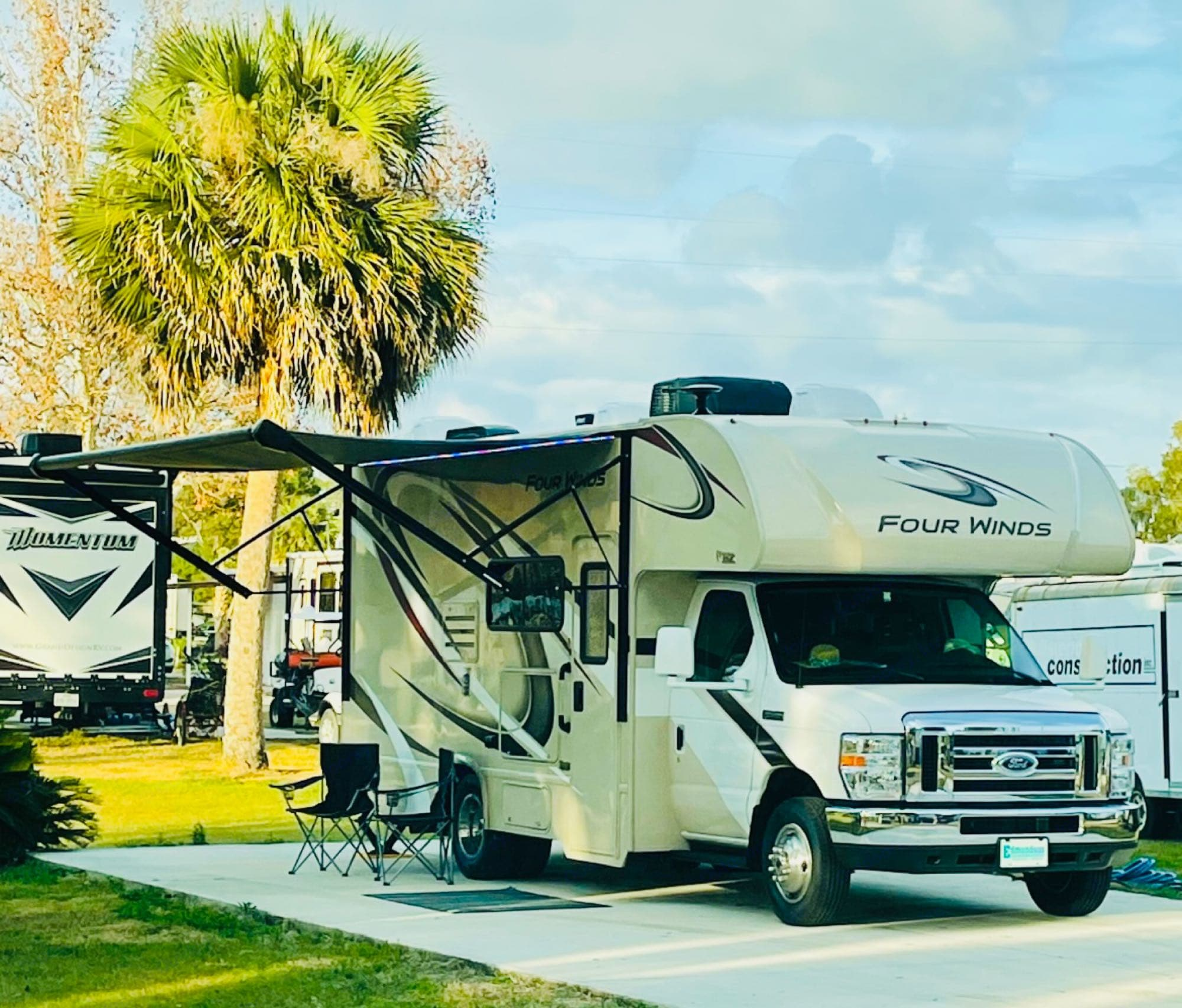 """Exterior of """"FLO"""" as she will teach you to go with the Flow !. Thor Motor Coach Four Winds 2019"""