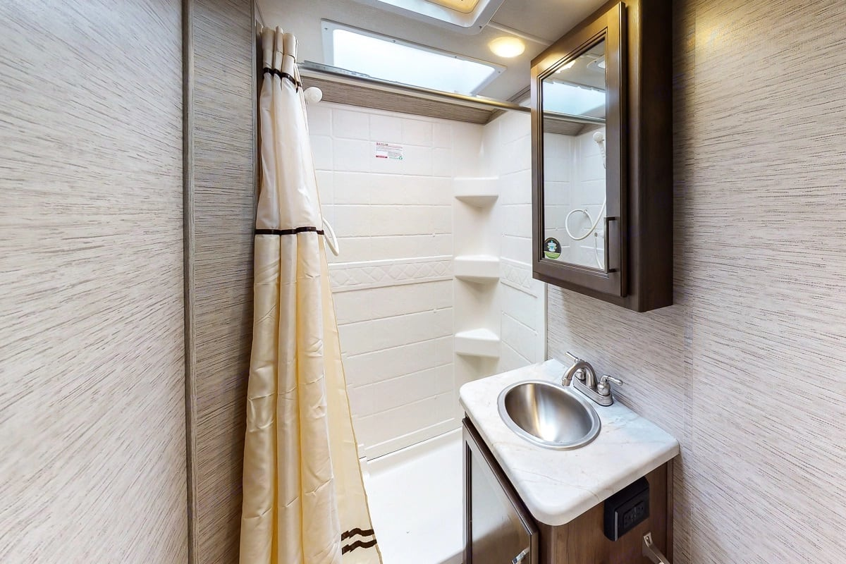 Bathroom. Thor Motor Coach Freedom Elite 2021