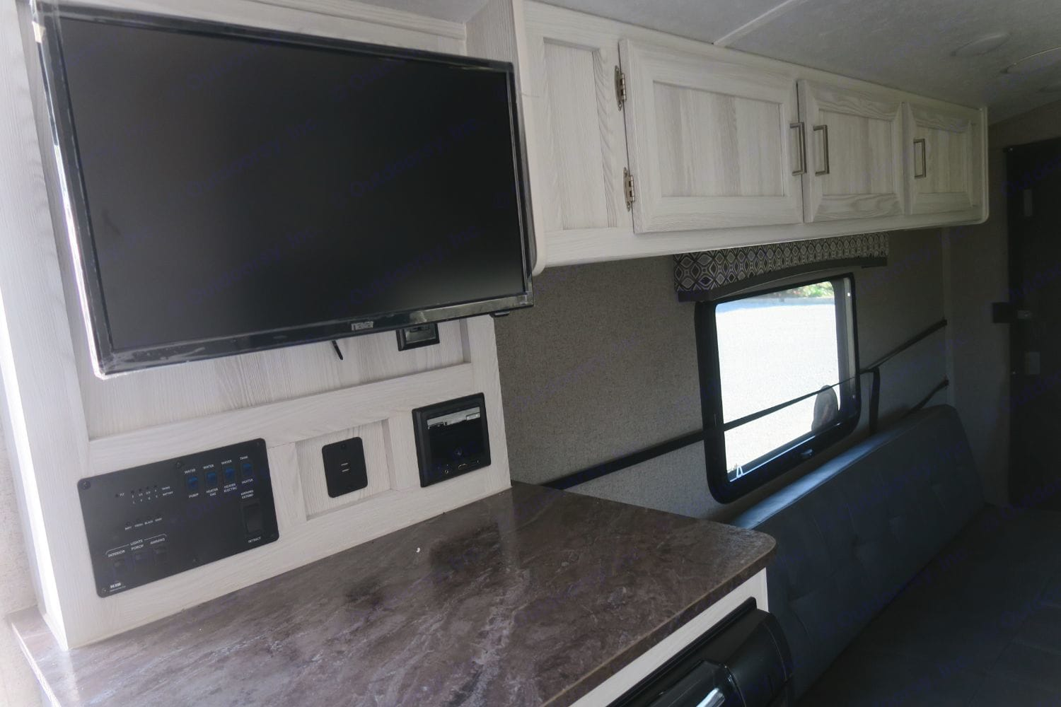 TV on a swivel , Fridge Electric or propane. . Forest River Flagstaff 2019