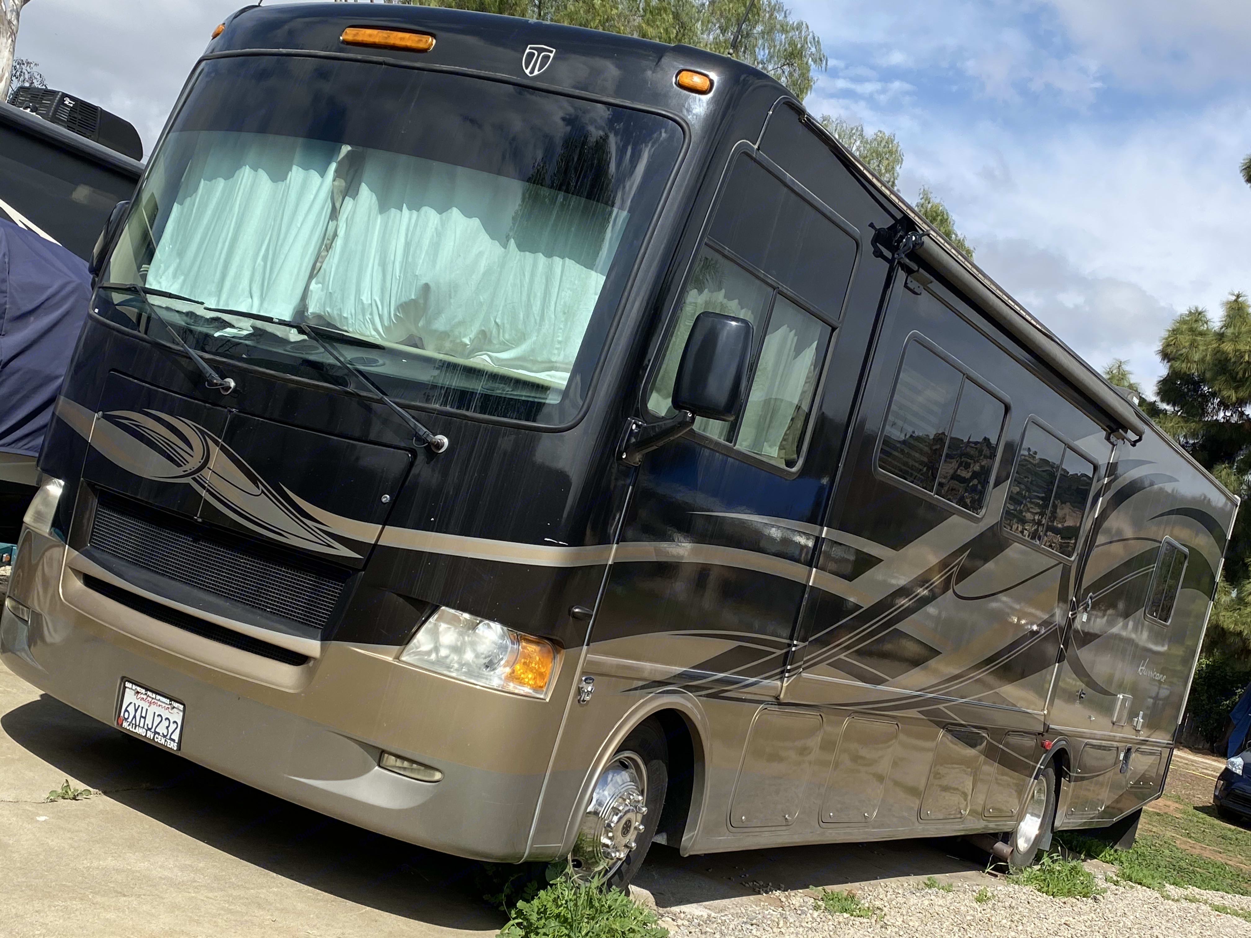 Thor Motor Coach Hurricane 2012