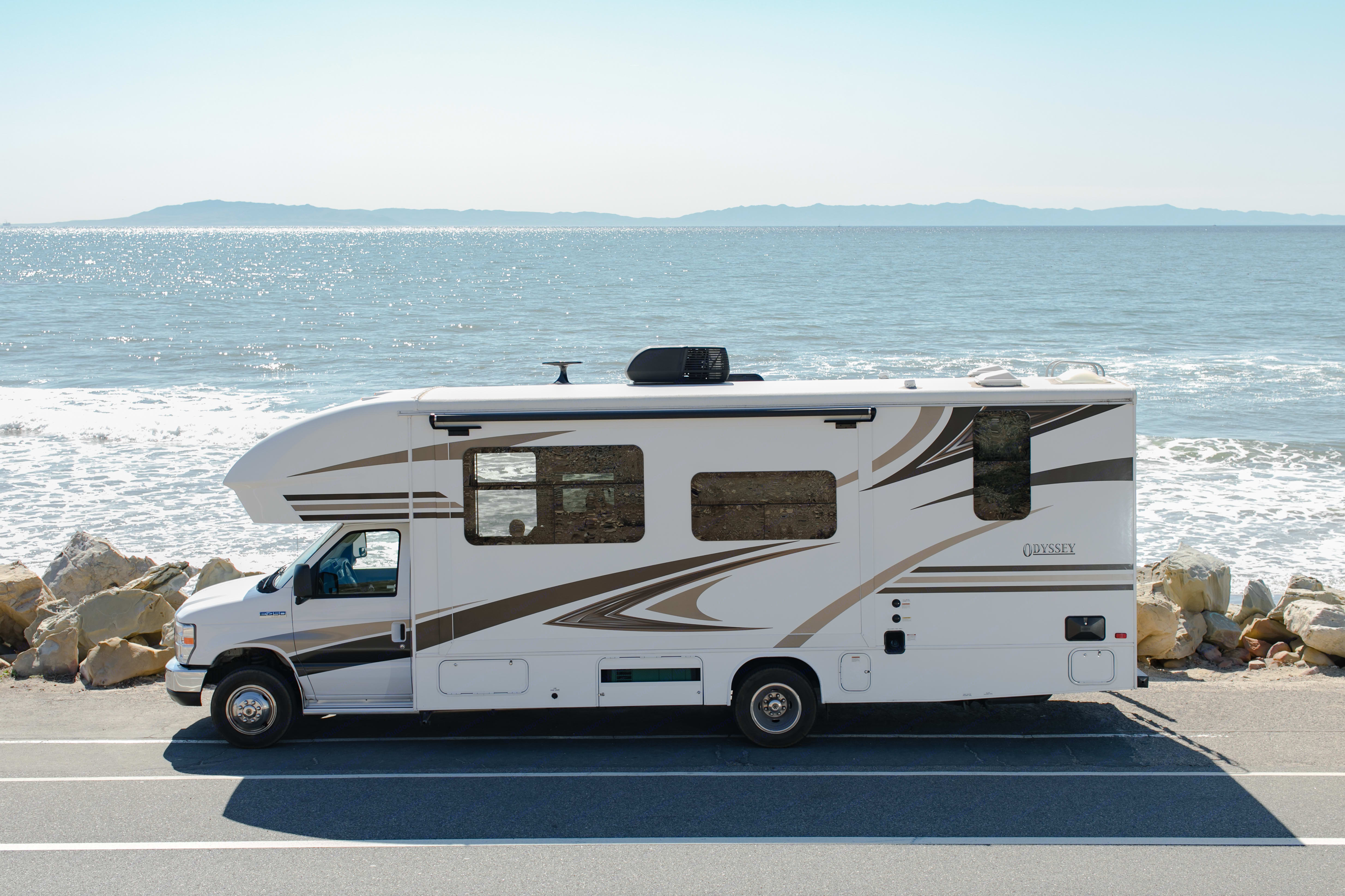 28 ft. is the perfect balance of space to ease of driving.. Entegra Coach Odyssey 25R 2019