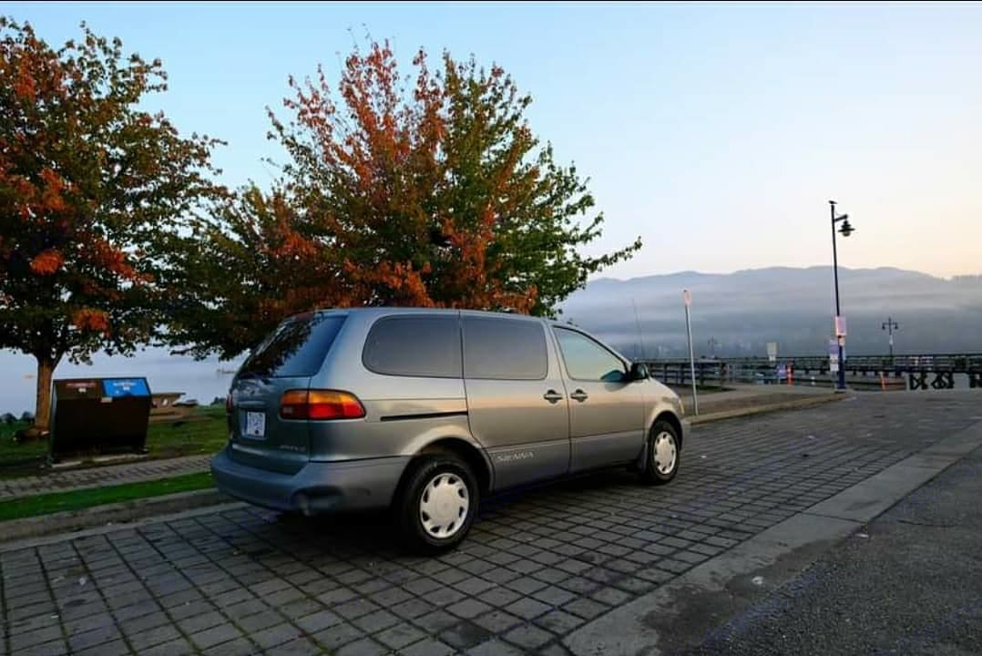 Toyota Sienna (Converted) 2000