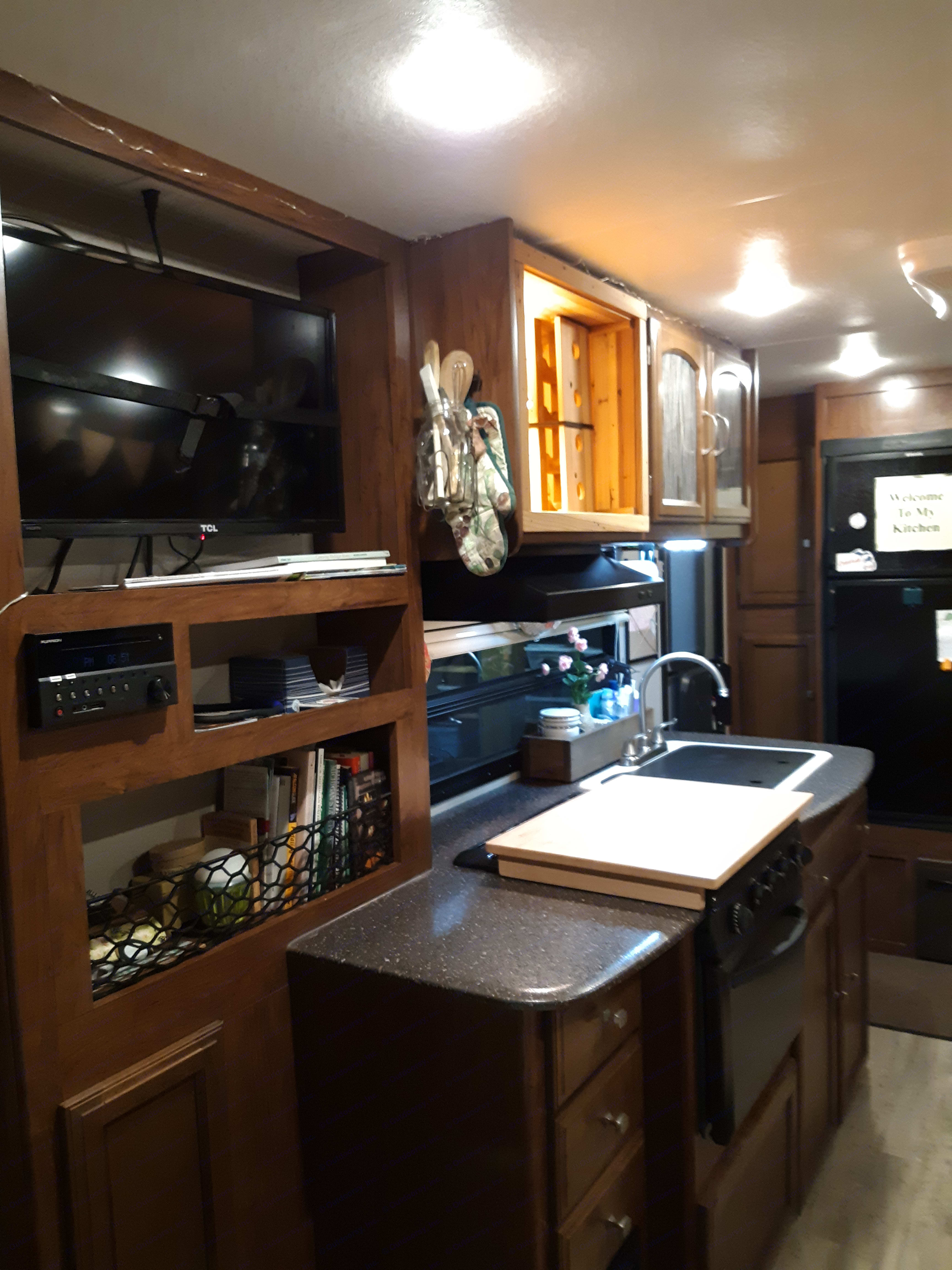 Play DVD, radio, and blue tooth on the entertainment center.  It's easy to prepare meals and relax even when the weather is not ideal.. Coachmen Freedom Express 2018