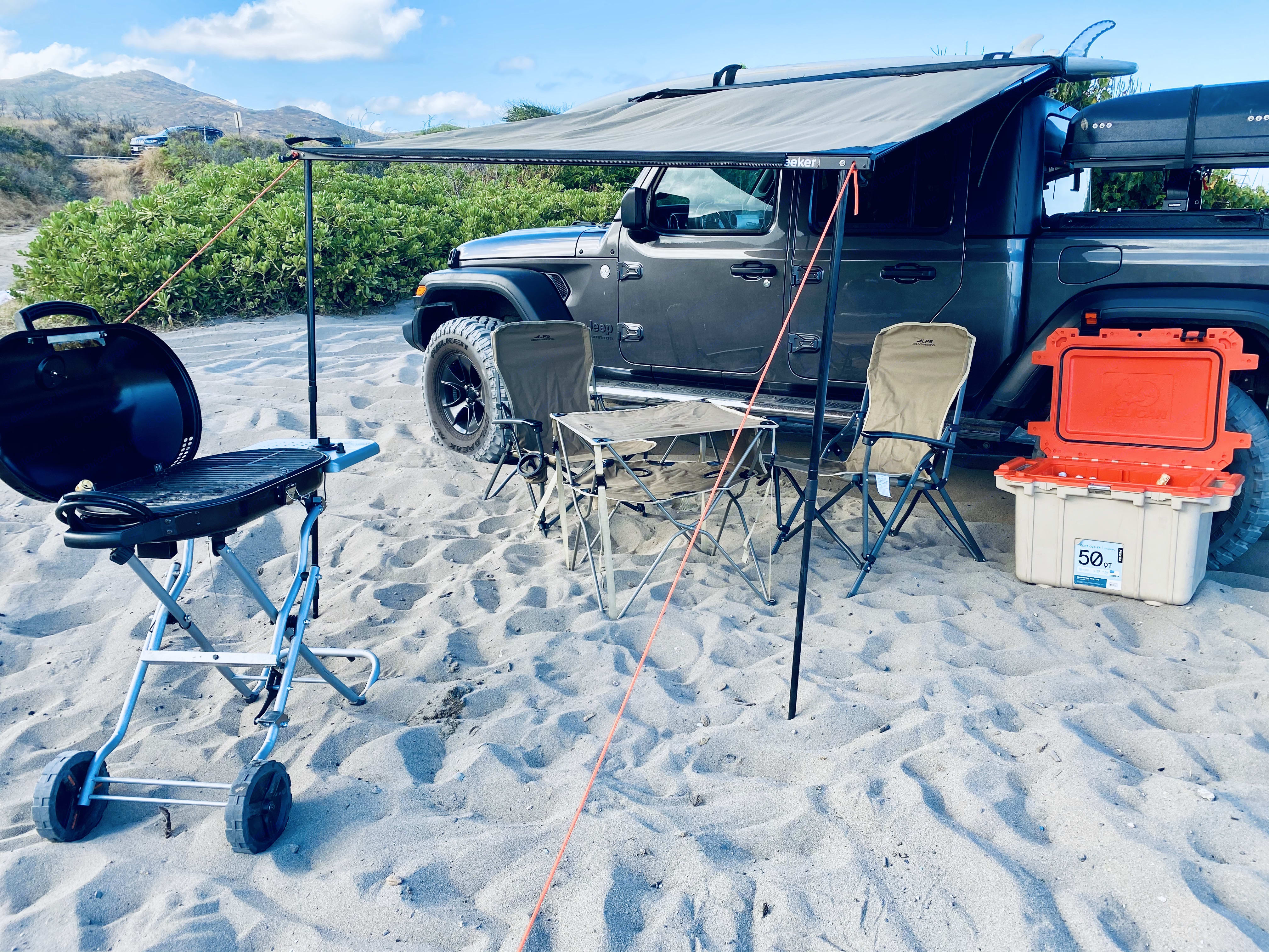 Everything you need for a day spent at the beach or camping . Jeep Gladiator 2020