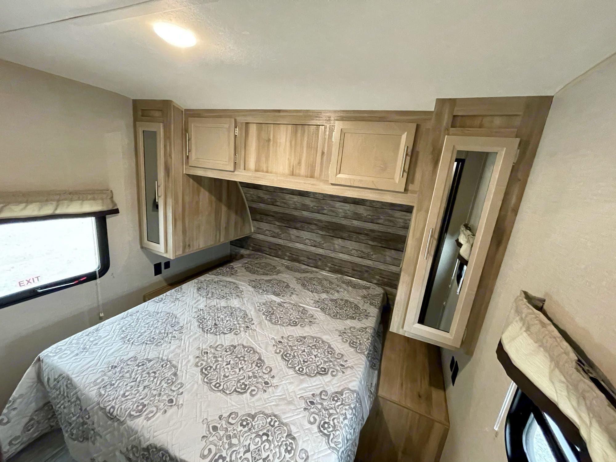 master bedroom. queen bed. Coachmen Catalina 303QBCK 2021