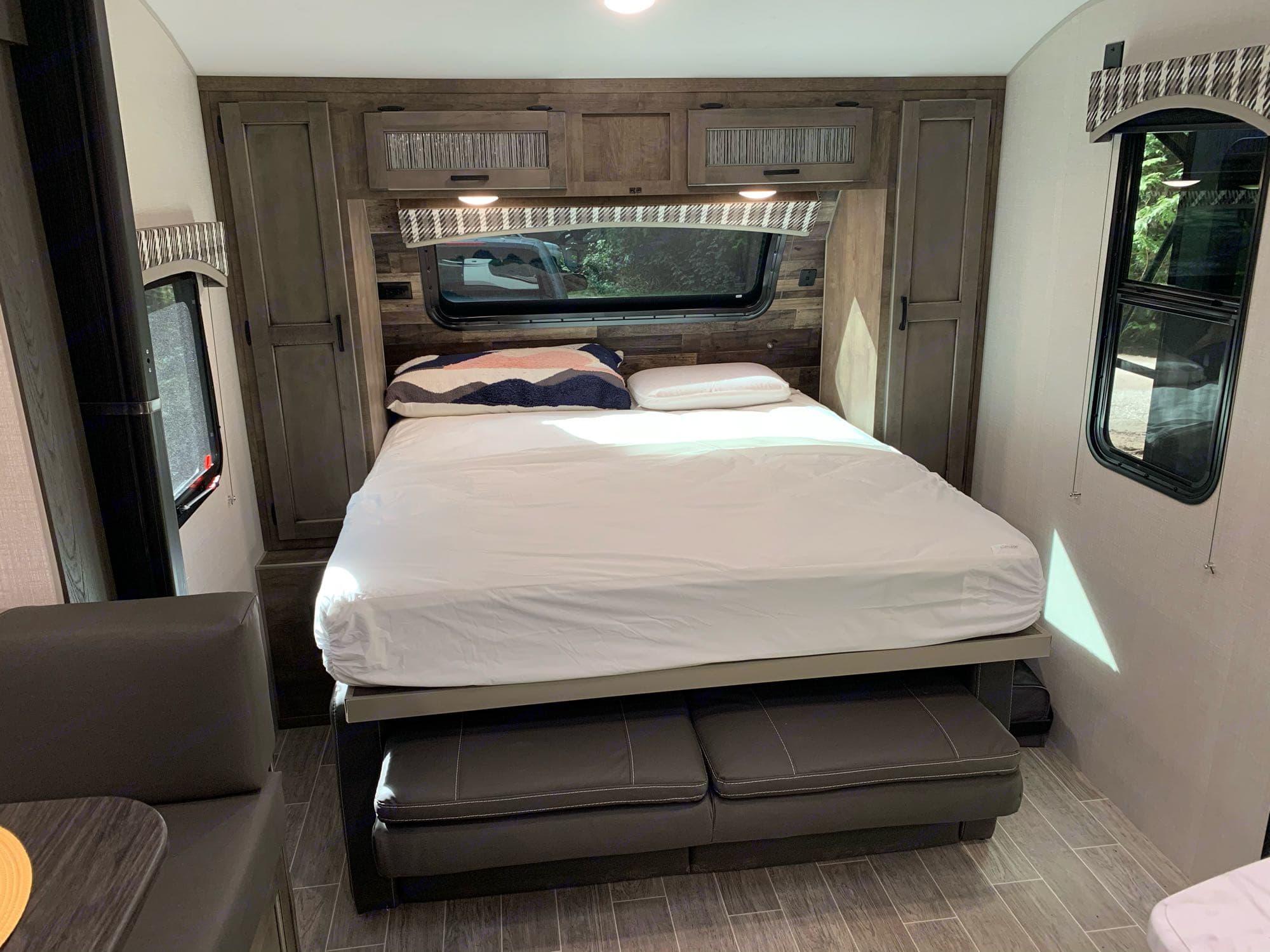 Queen Murphy bed. Venture Rv Sonic 2021