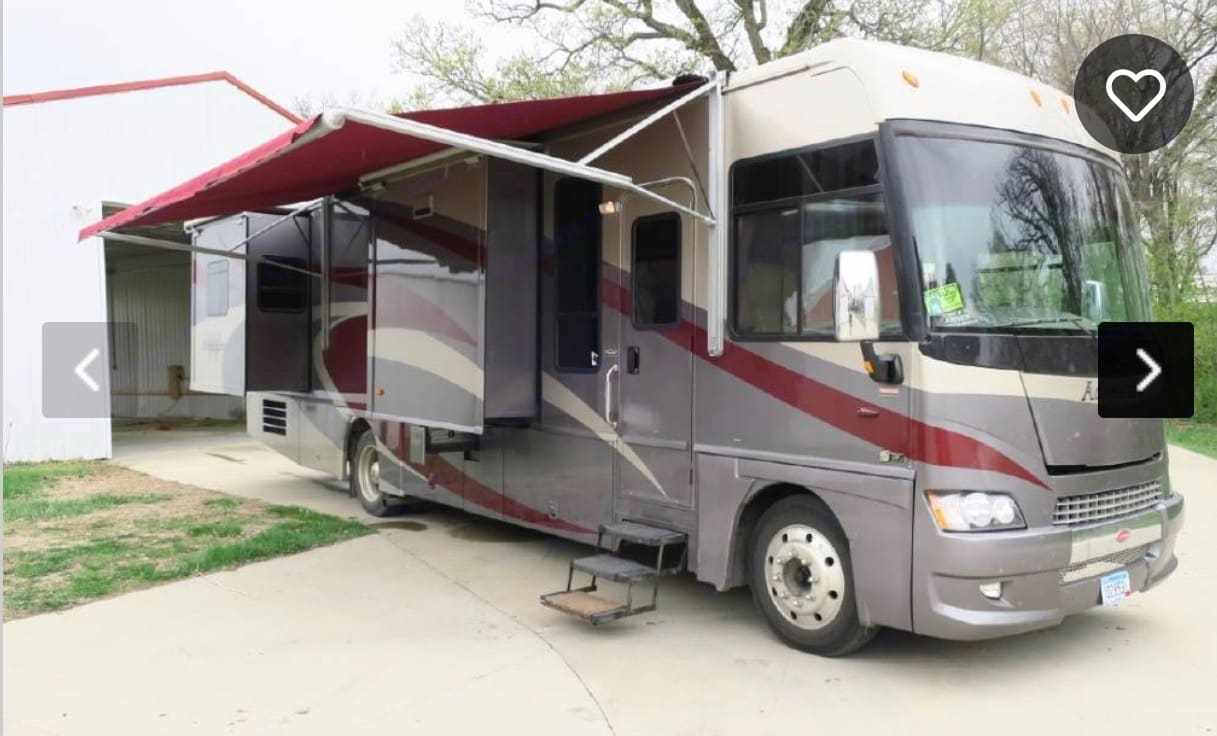 Winnebago Adventurer 2008
