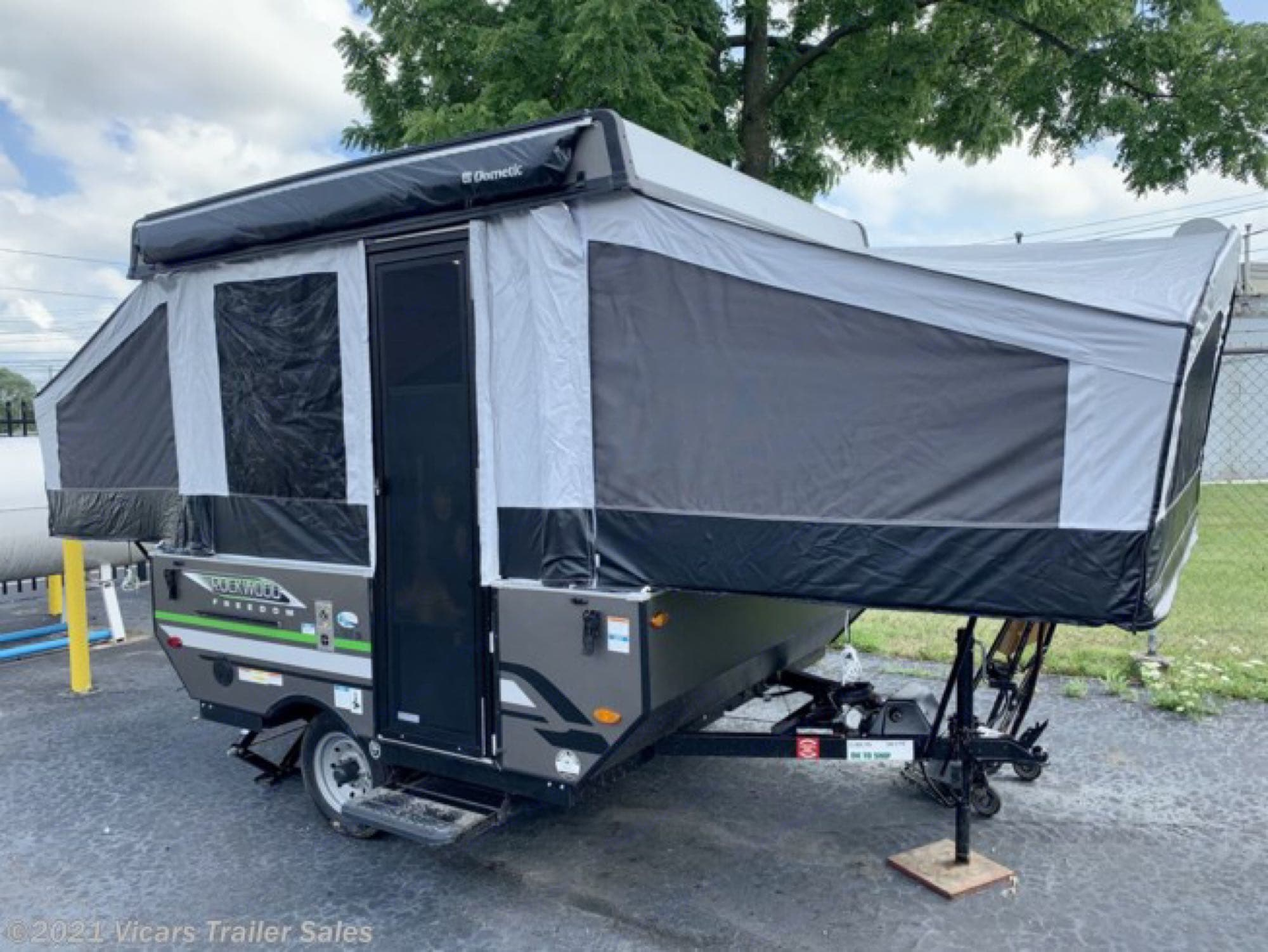 2 slides, outdoor awning, leveling jacks. Forest River Rockwood Lite 2020