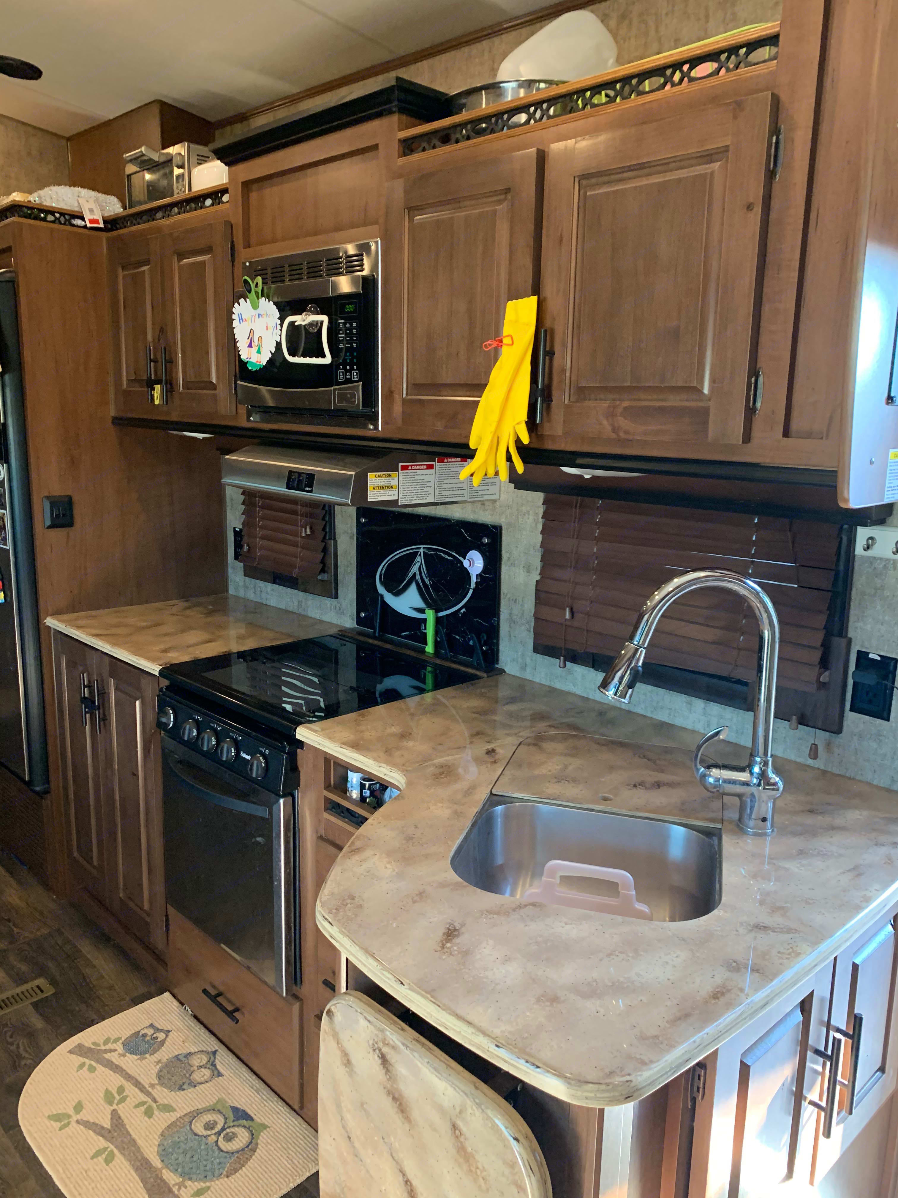 Kitchen. Outdoors Rv Manufacturing Glacier Peak 2017