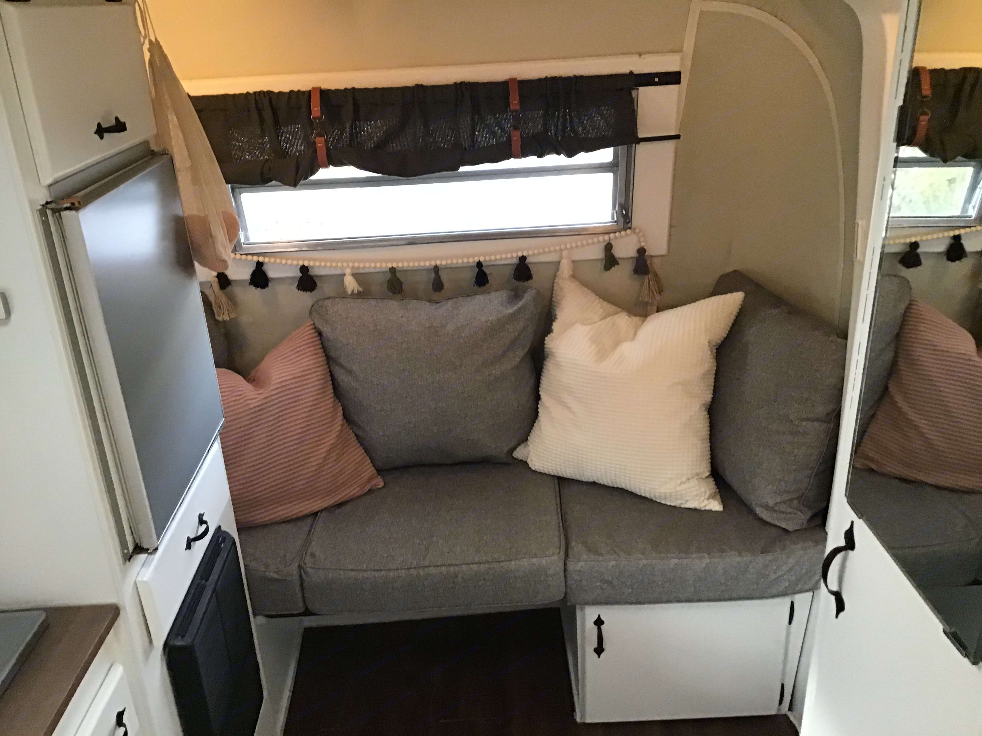 Converts to a two seater dinette. . Triple E Surfside 1977