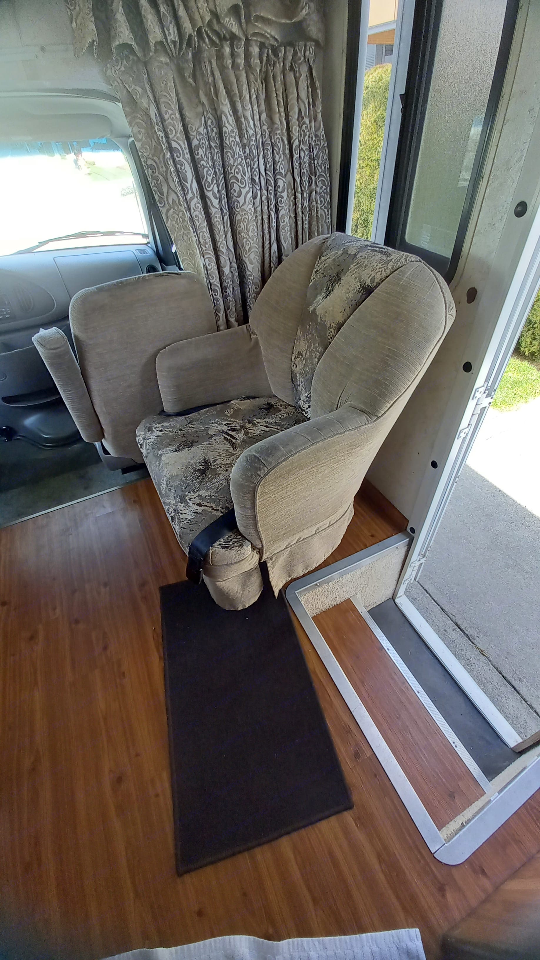 Living Room Swivel Easy Chair. Four Winds Majestic 2000