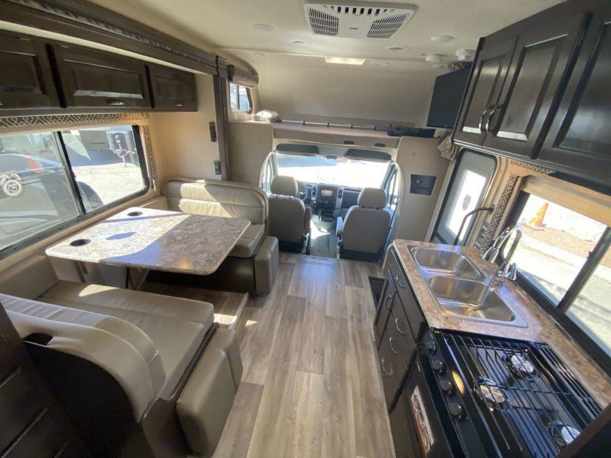 table turns into a full bed, over the cab queen with 4'' memory cushion. Thor Motor Coach Four Winds 24ws 2018