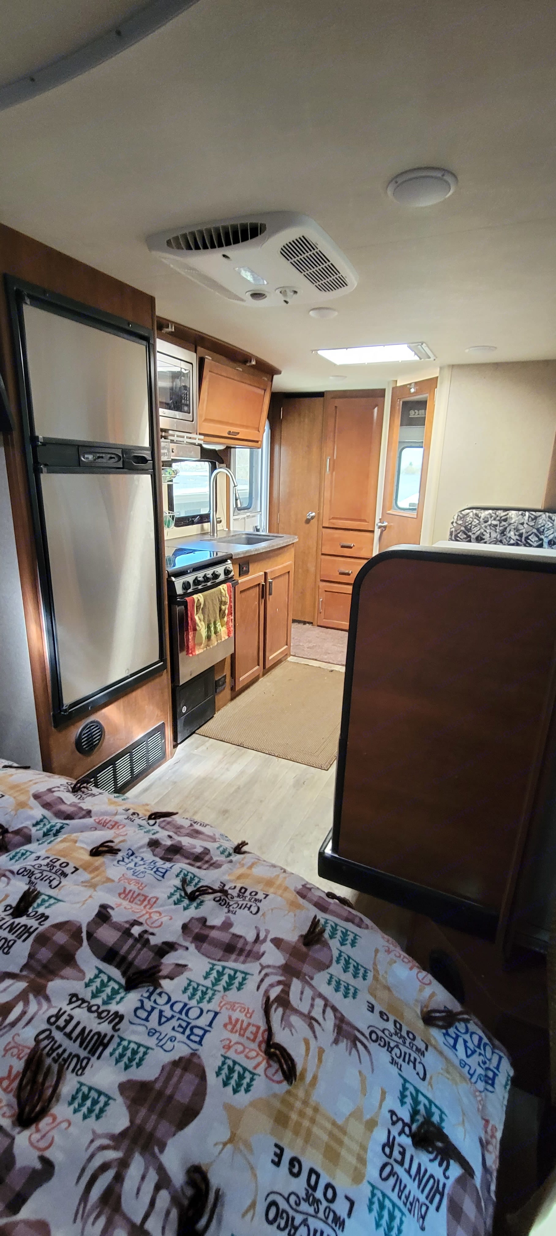 Perfect for cooking on rainy or colder days. Fridge and freezer big enough you don't need a bunch of coolers. Oven, stove, and microwave . Lance 1995 2018