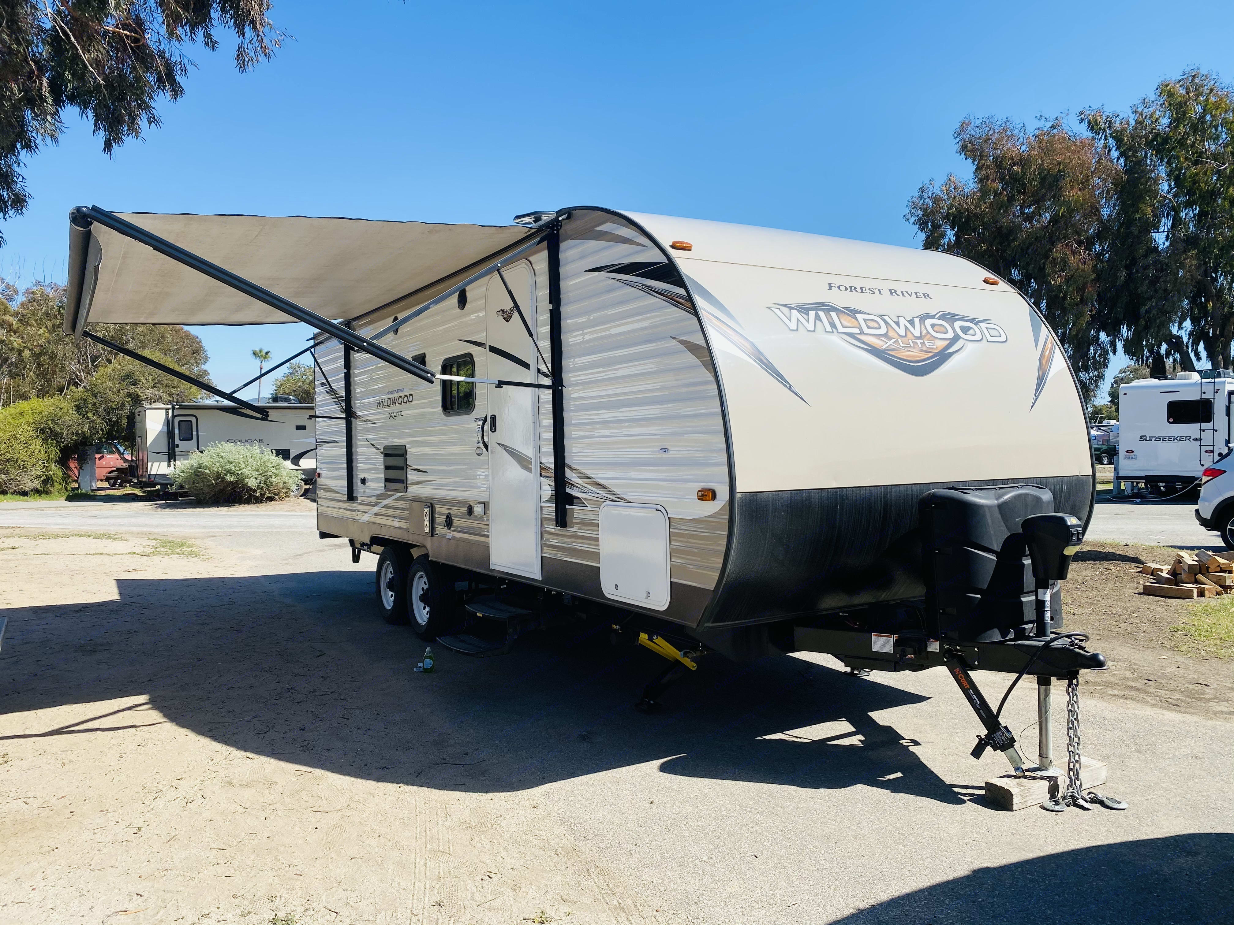 Power Awning and Jacks . Forest River Wildwood X-Lite 221BHXL 2019