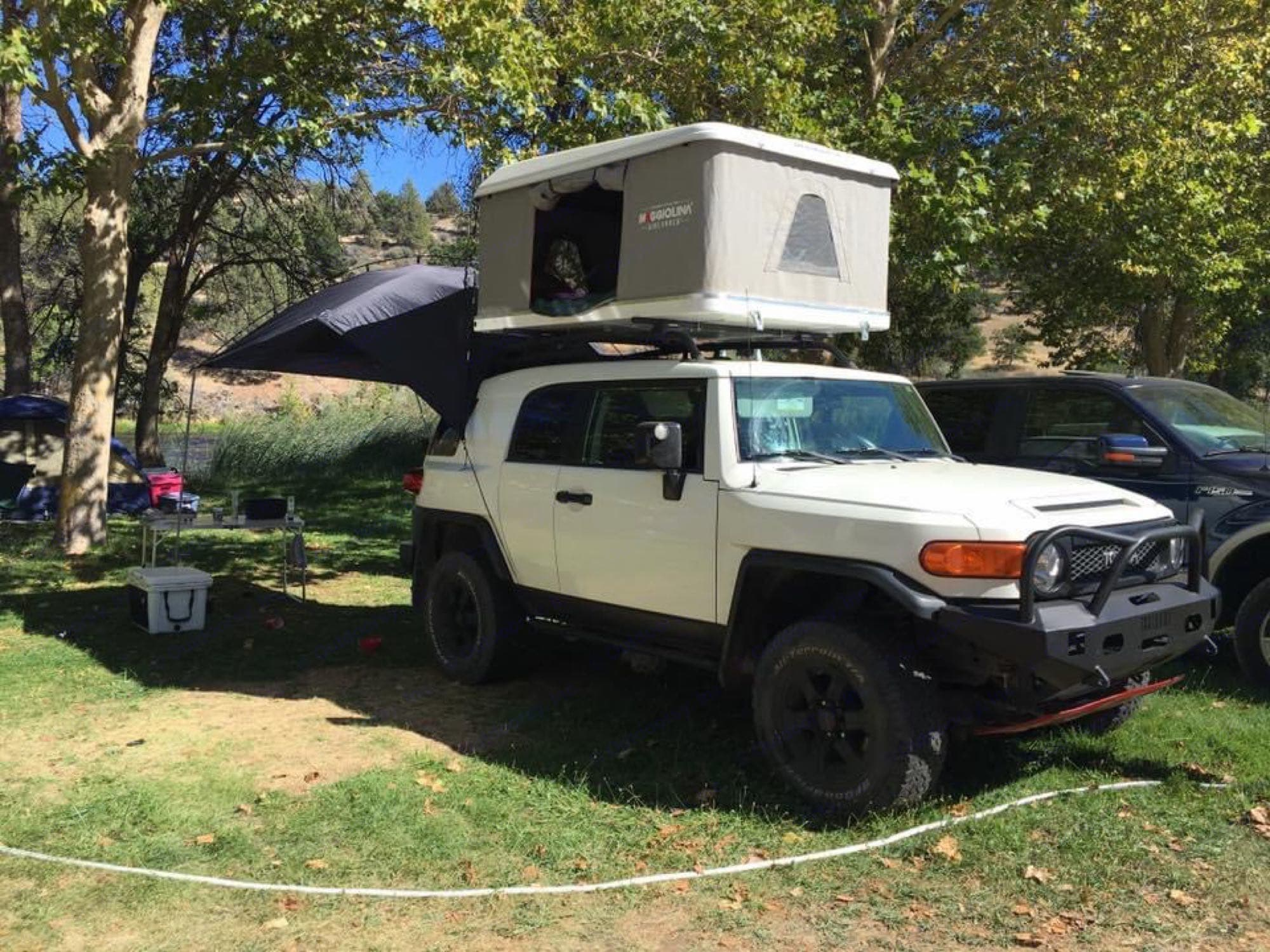 Toyota FJ Cruiser with Roof top tent 2008