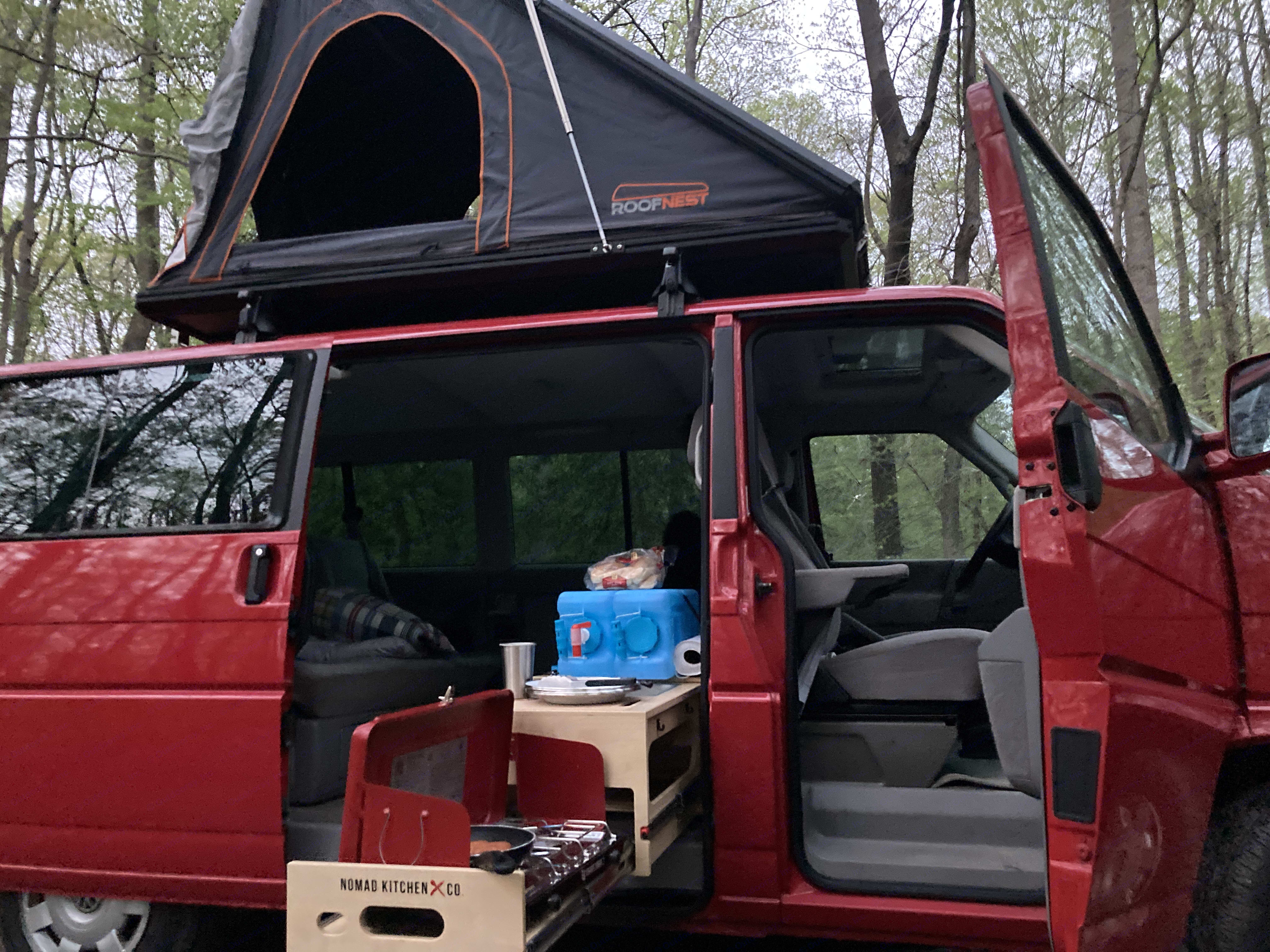 Plenty of space for cooking, eating, and relaxing. . Volkswagen Eurovan MV 2000