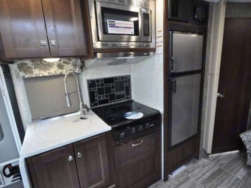 Kitchen. Mercedes-Benz sunseeker 2019
