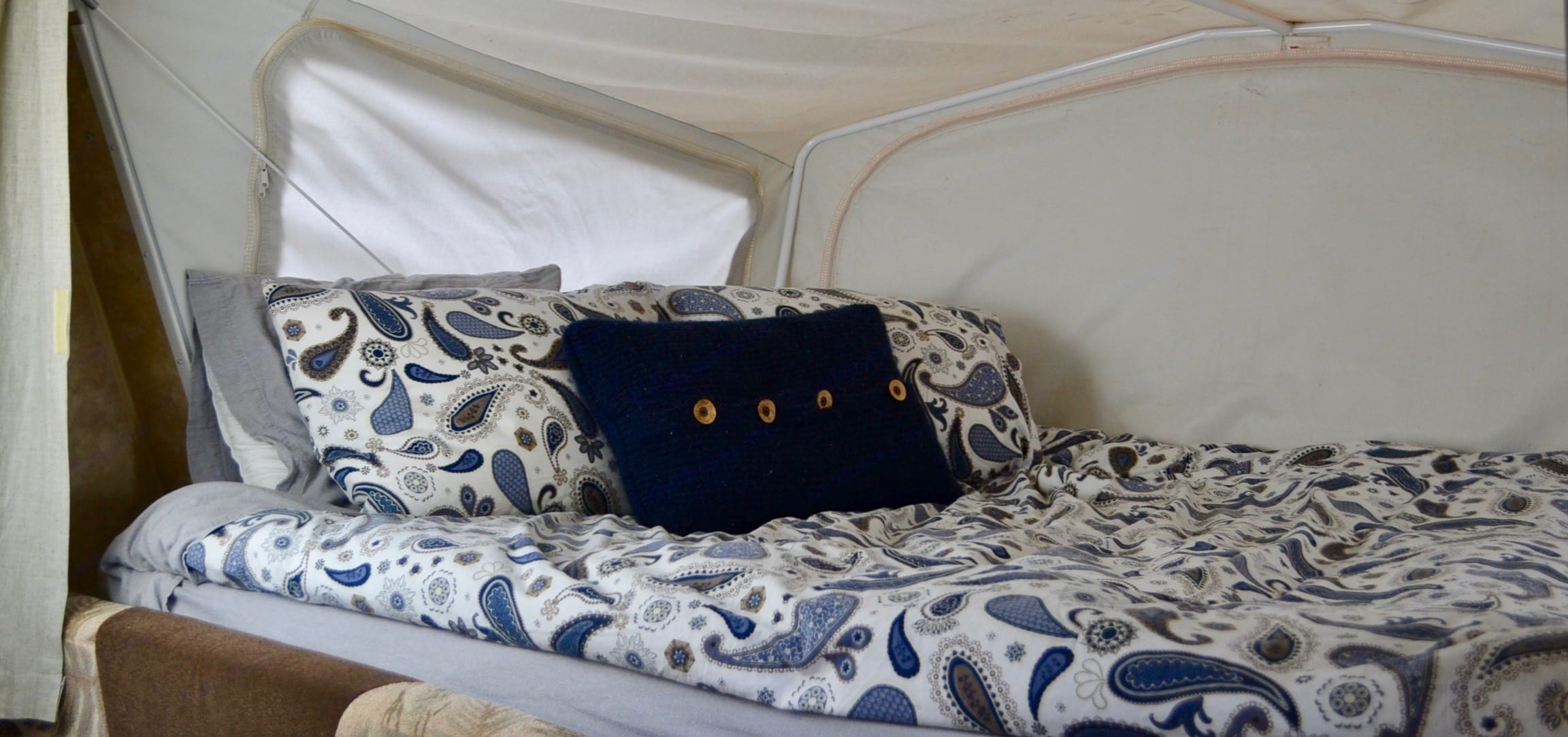 Janet the JayFeather has two Queen pullout beds with super comfortable mattresses for a night's sleep that will rival the best hotels!  . Jayco Jay Feather Exp 2010