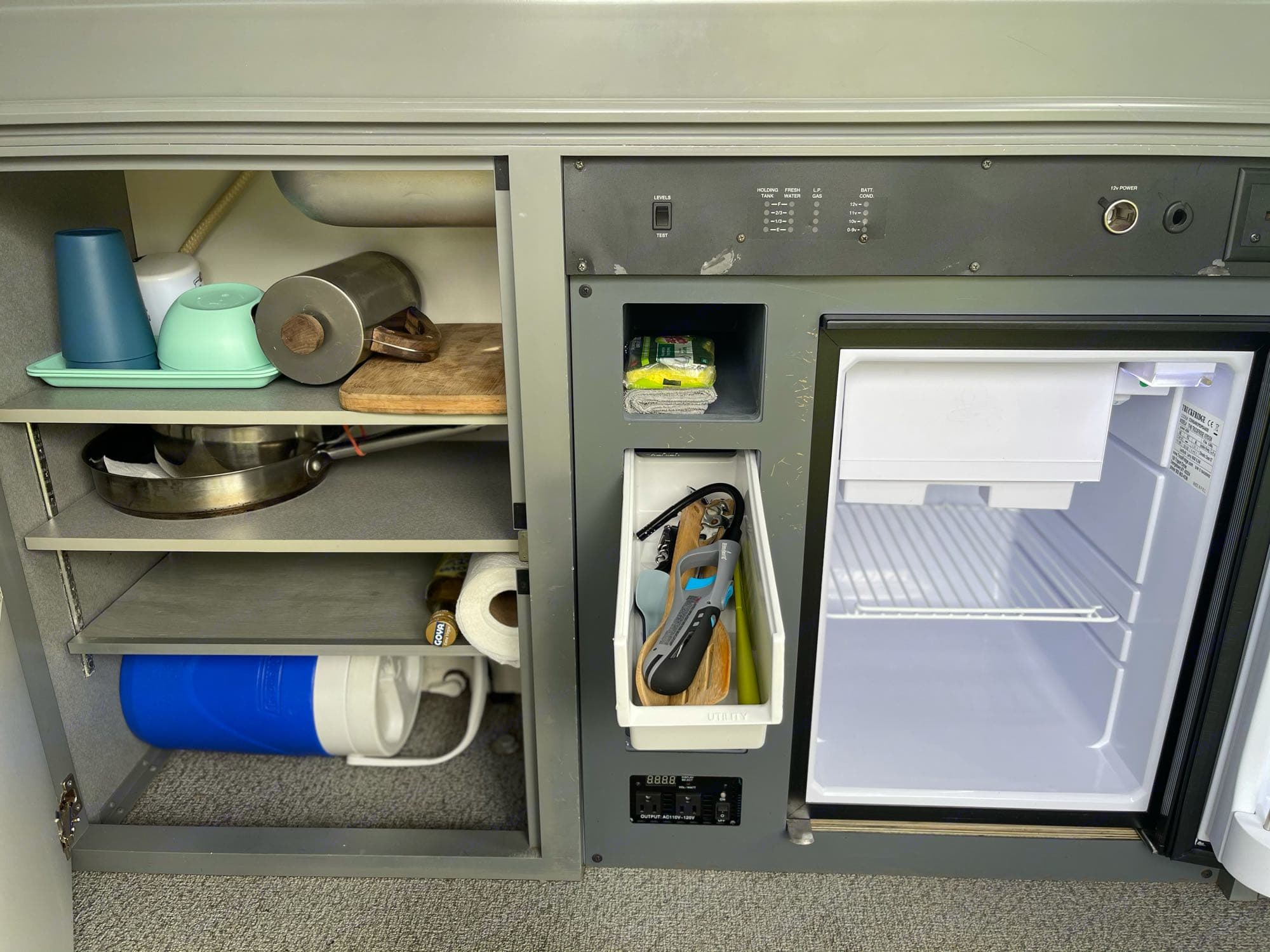 sushi van comes with bowls, plates, cups, coffee mugs, French press, cutting board, pot, pan, paper towels, water cooler, sponge, rag, soap, stove lighter, cooking utensils, eating utensils, a sharp pairing knife, wine bottle opener, and can opener.. Volkswagen Eurovan Full Camper 1997