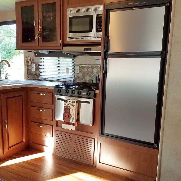 Kitchen complete with stove, oven, microwave and refrigerator