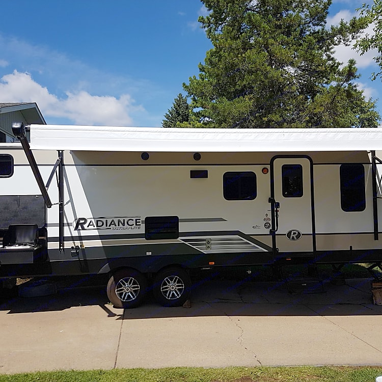 Immaculate Family Trailer with awning and outdoor kitchen for maximum enjoyment of outdoor space