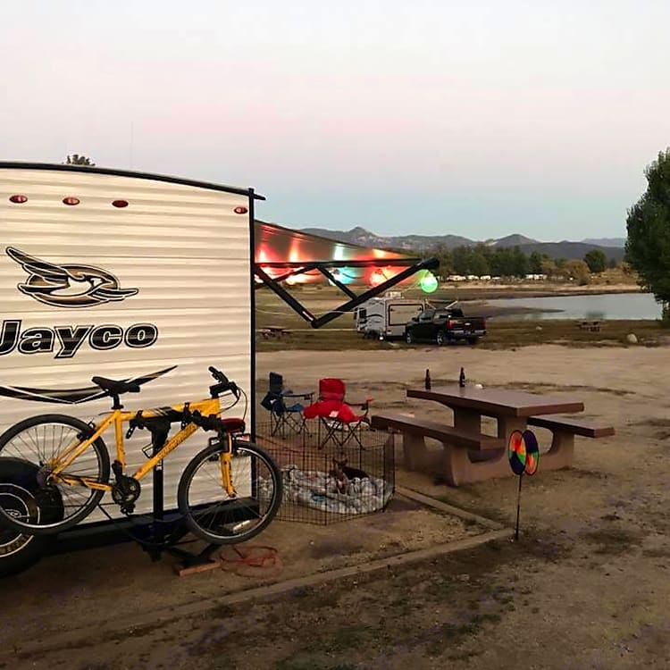 Lake Hemet Campground with beautiful lake/sand view and mountain on other side.