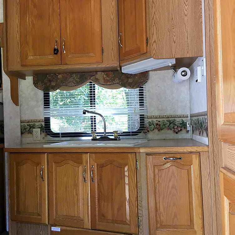 Full kitchen, refrigerator with great freezer, full oven, gas cooktop.