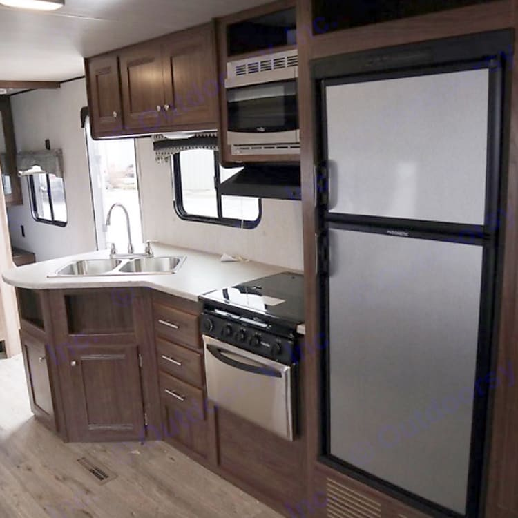 Full kitchen, 6 cubic foot fridge microwave oven and stove