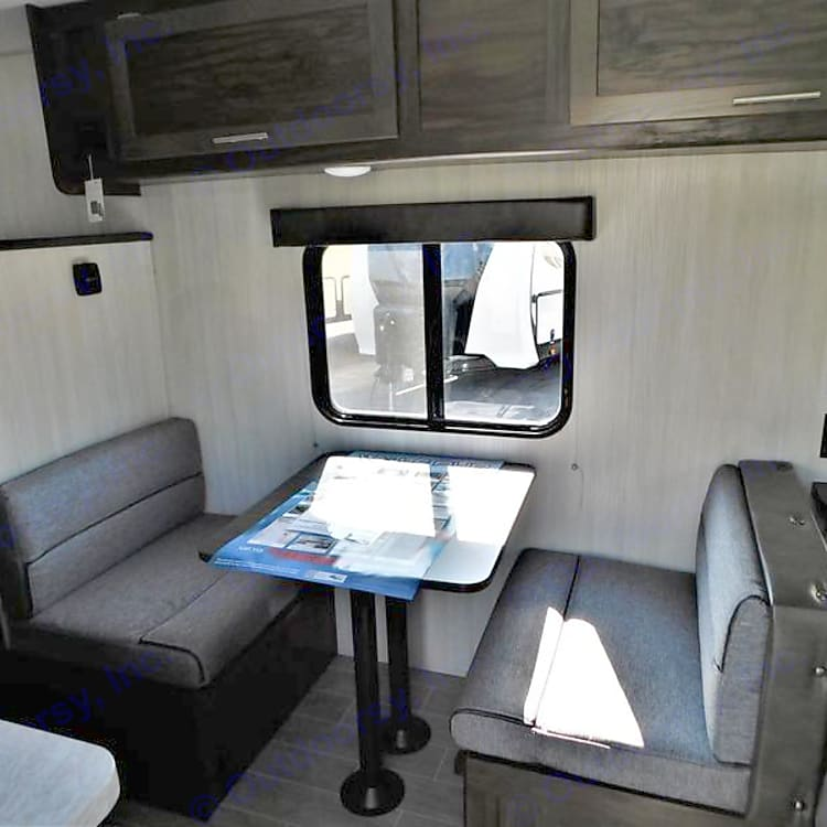 Dinette - converts into twin bed