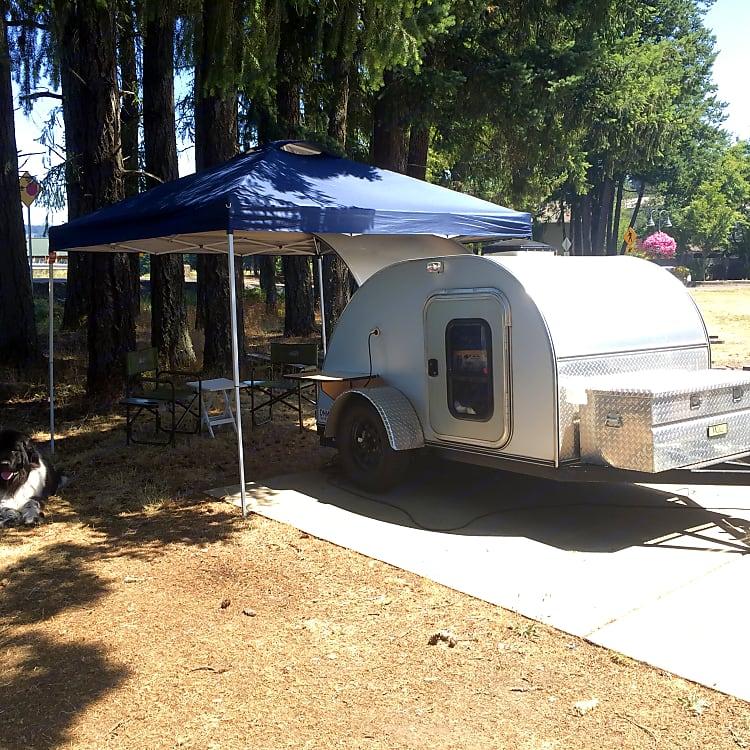 Cozy teardrop camper