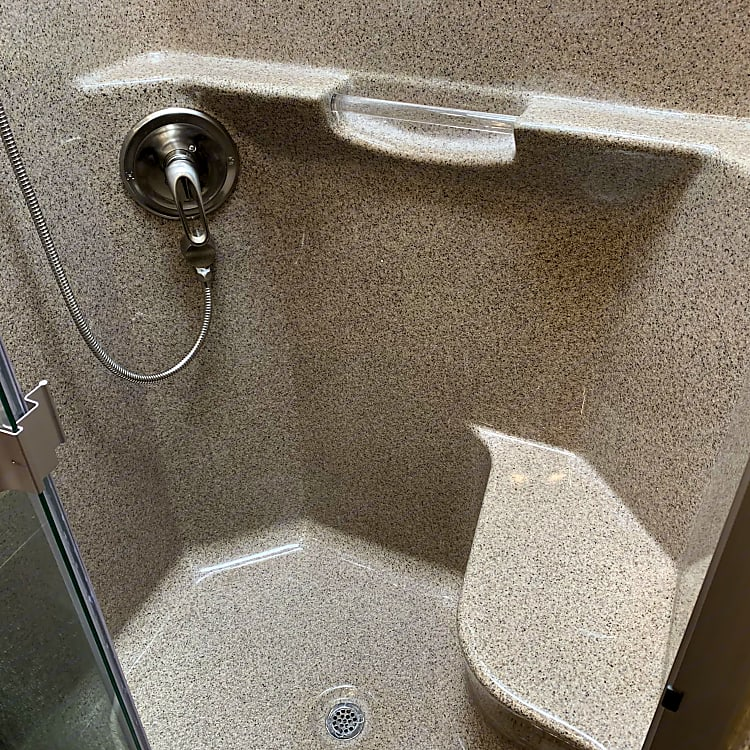 Middle bath shower