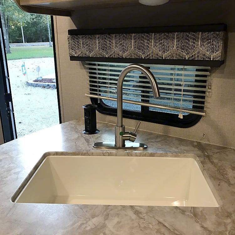 Large Sink in Kitchen
