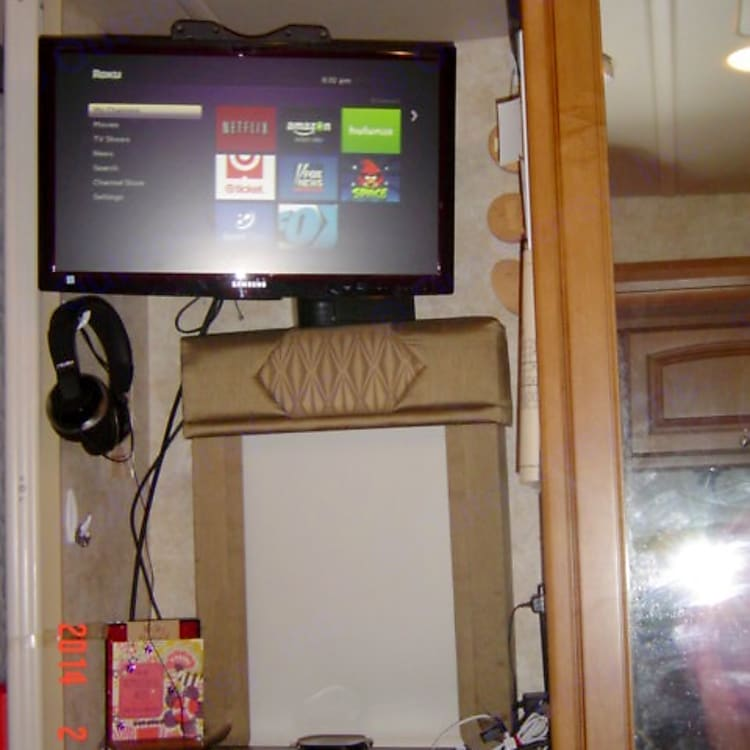 Bedroom TV that swivels and has Smart DVD player on shelf below