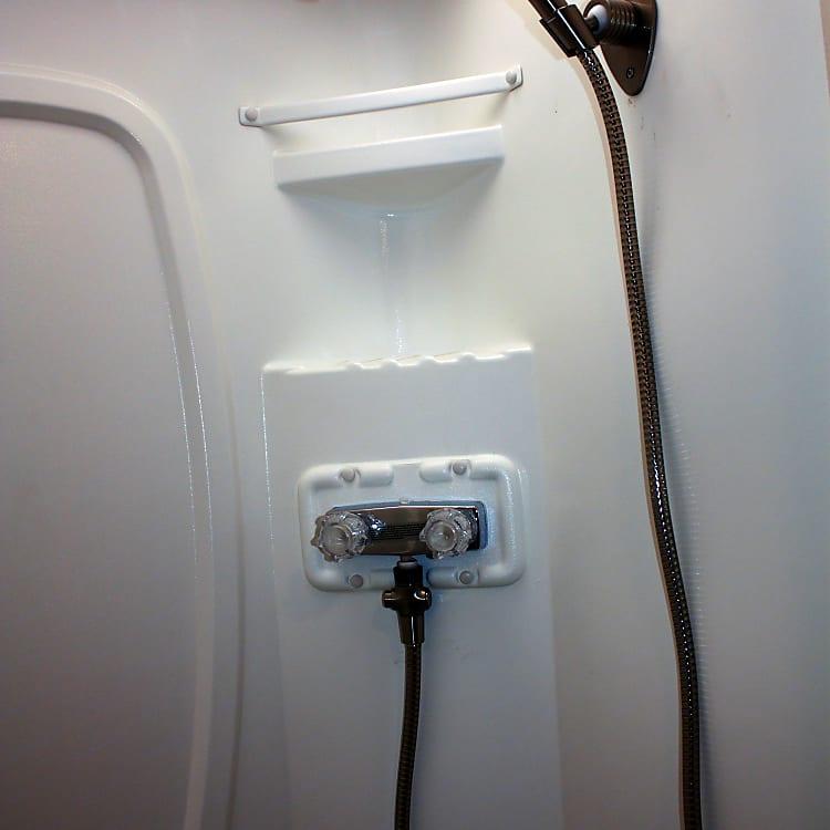 Nice sized shower with new Oxygenics Shower head.