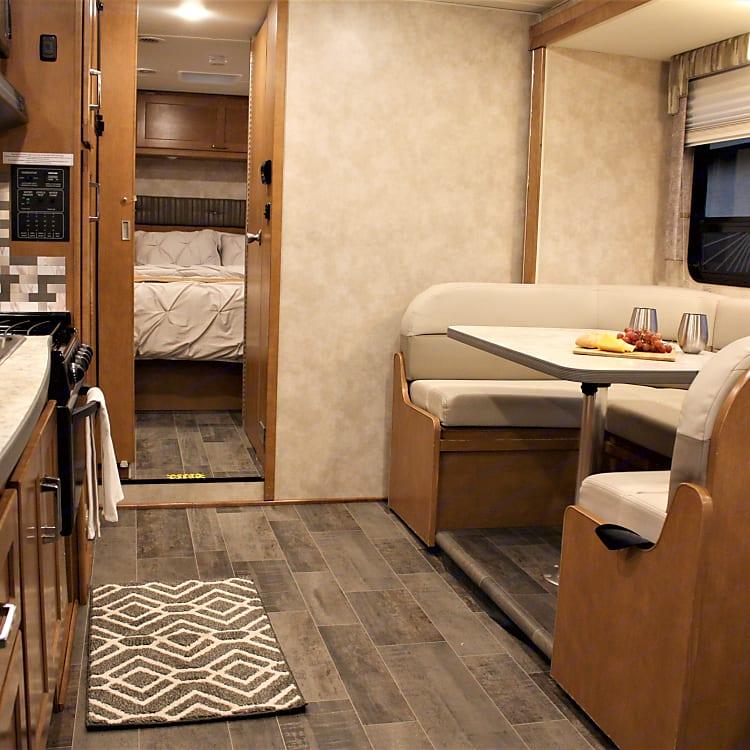 Roomy interior with u-shape dinette
