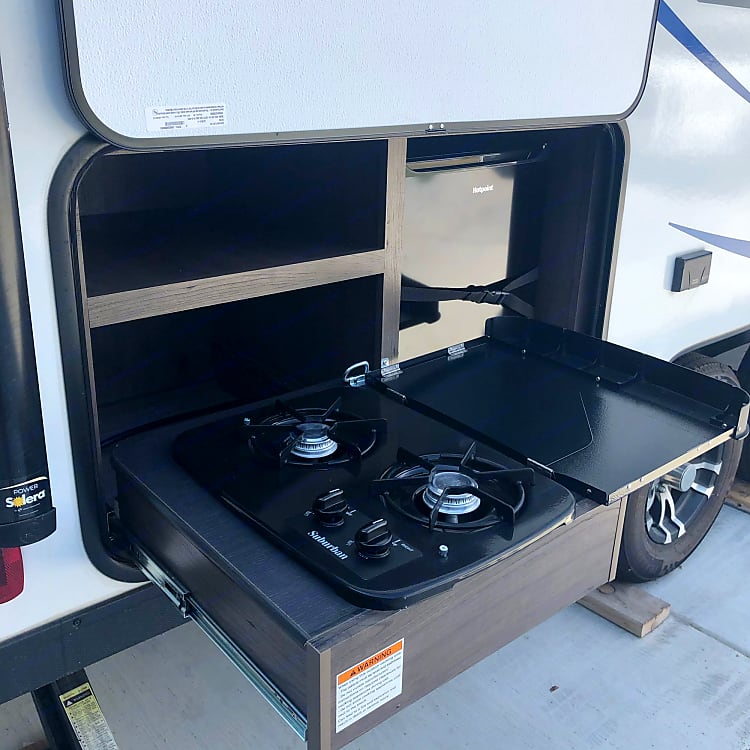 Outdoor cooktop & refrigerator, pulled out & ready to grill