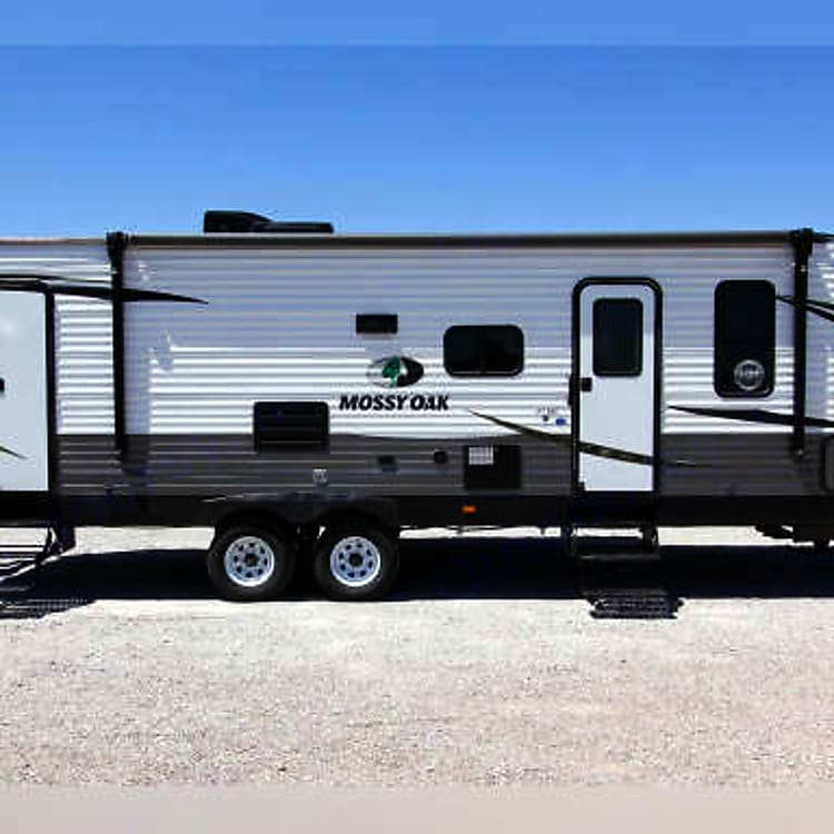 Mossy Oak 27 BHS Camper 6,200 pounds Dry Weight