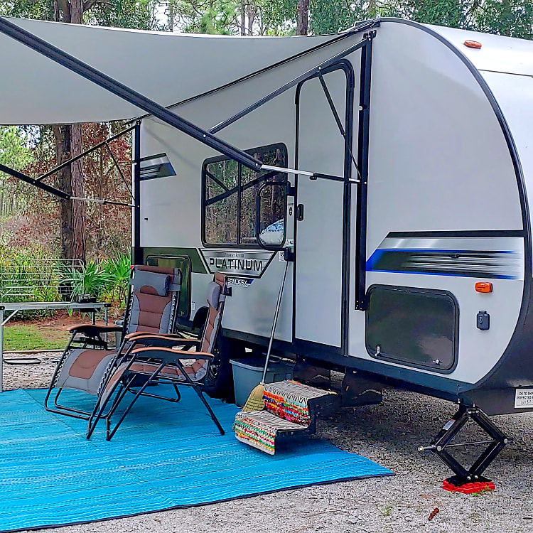Outdoor setup included in daily rental fee:  outdoor rug, 2 gravity chairs, 2 camping chairs, broom, camping lights.