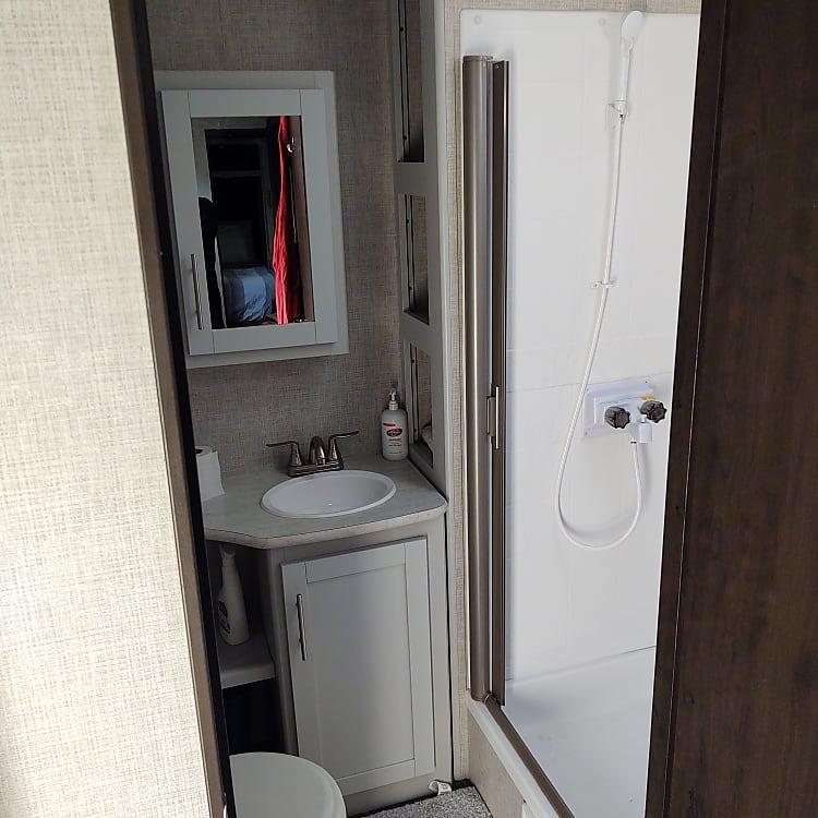Bathroom w/shower